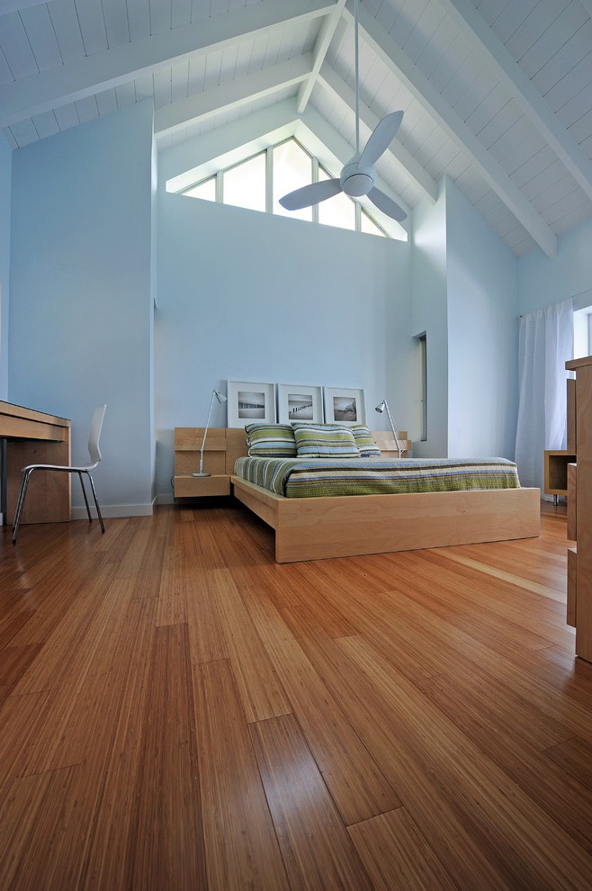 Contemporary Bedroom Idea With Minimalist Furniture And Bamboo Floors (Image 6 of 20)
