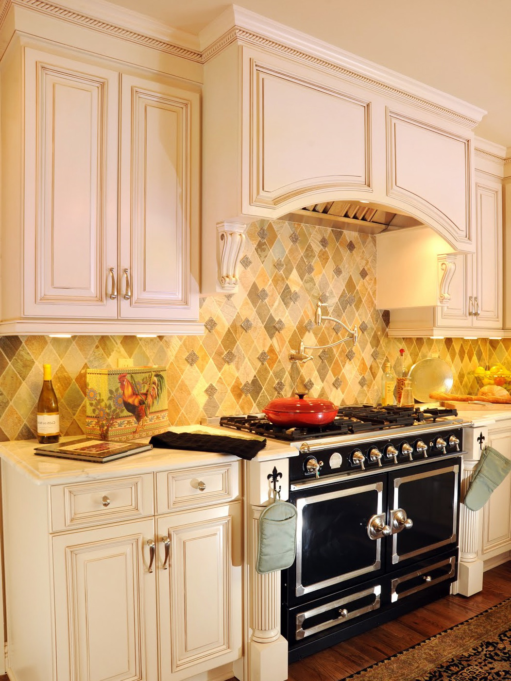 Country Kitchen Backsplash And Arched Hood (Image 5 of 32)