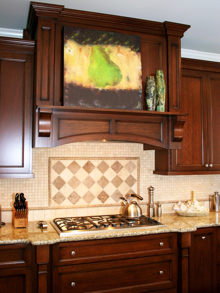 Diamond Patterned Backsplash In Traditional Kitchen (Image 7 of 32)