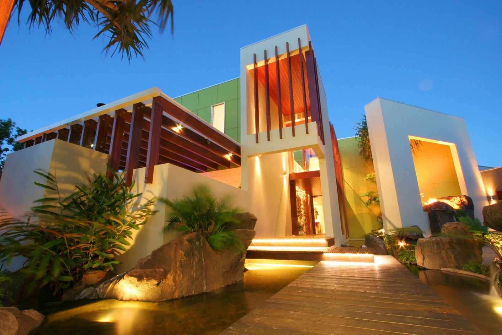 Exotic Modern House Exterior Plans (Image 6 of 27)