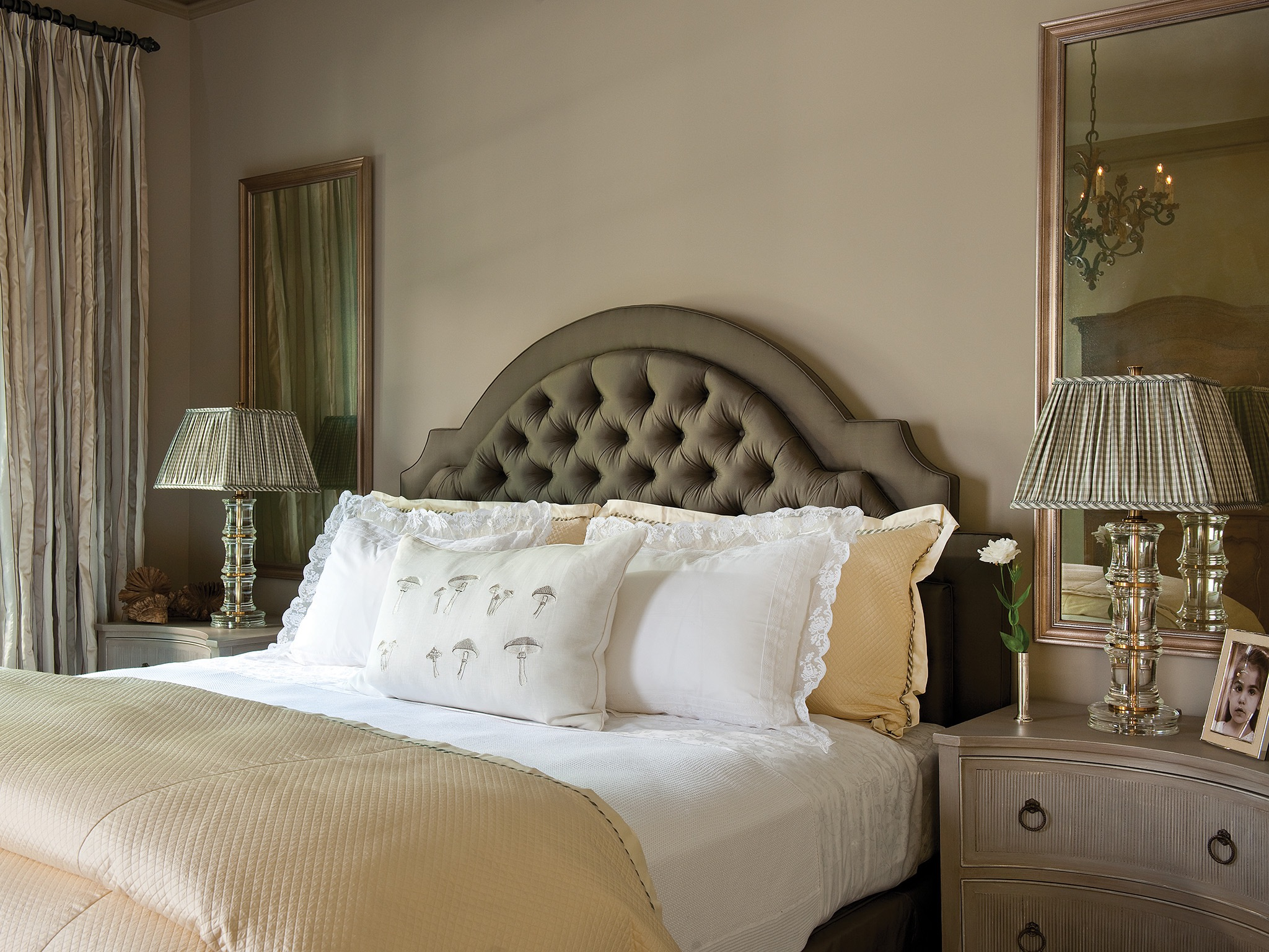 French And Italian Bedroom Decor Style (Image 5 of 12)