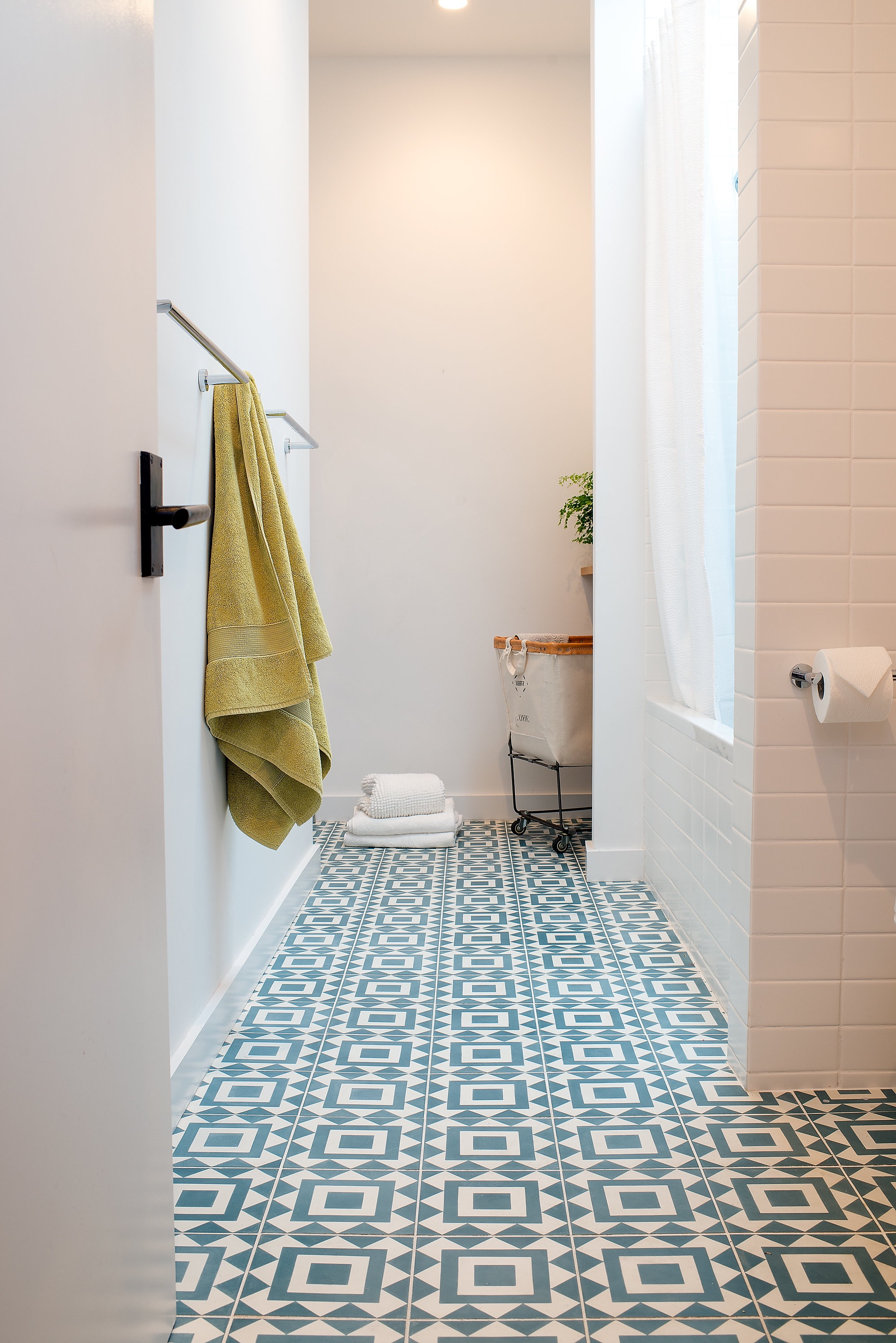 Geometric Tile Floor For Bathroom (Image 8 of 25)