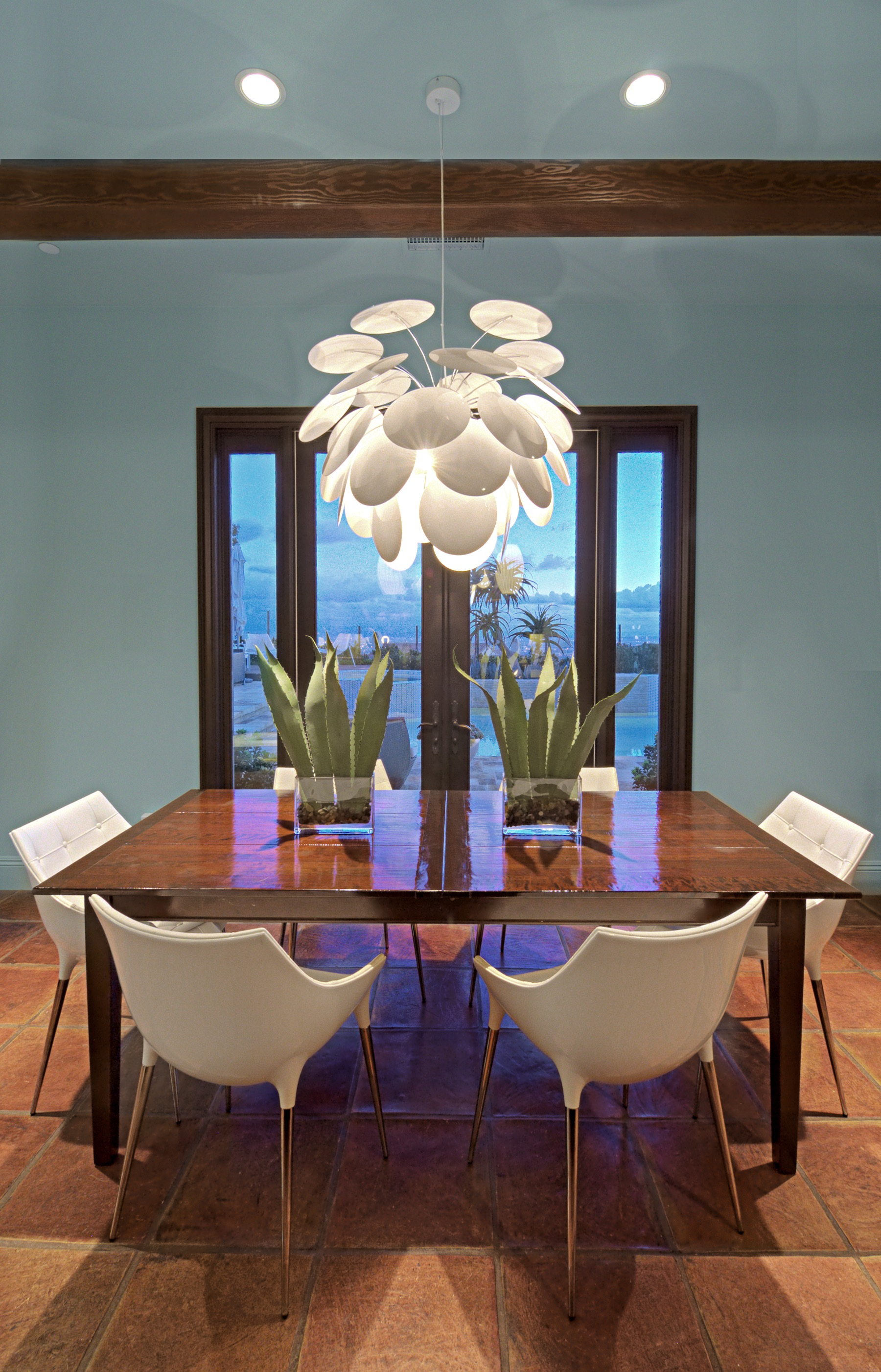Holiday Decoration For Modern Dining Room With Creative Lighting (Image 18 of 32)