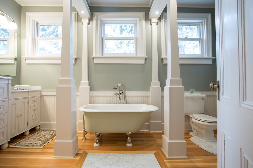 Large Elegant Retro Bathroom With Claw Foot Tub (Image 11 of 20)