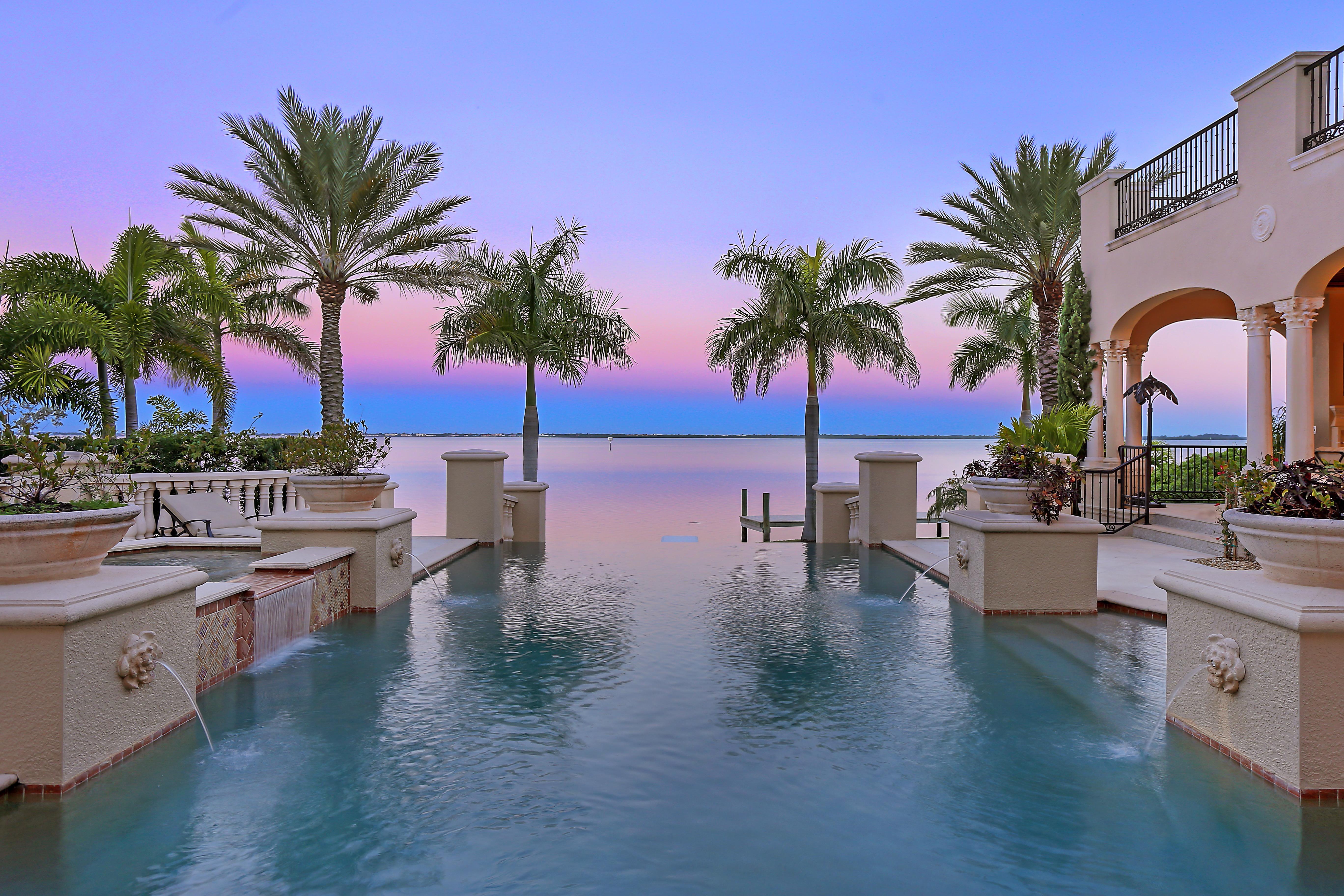 Mediterranean Style Infinity Pool (Image 7 of 20)