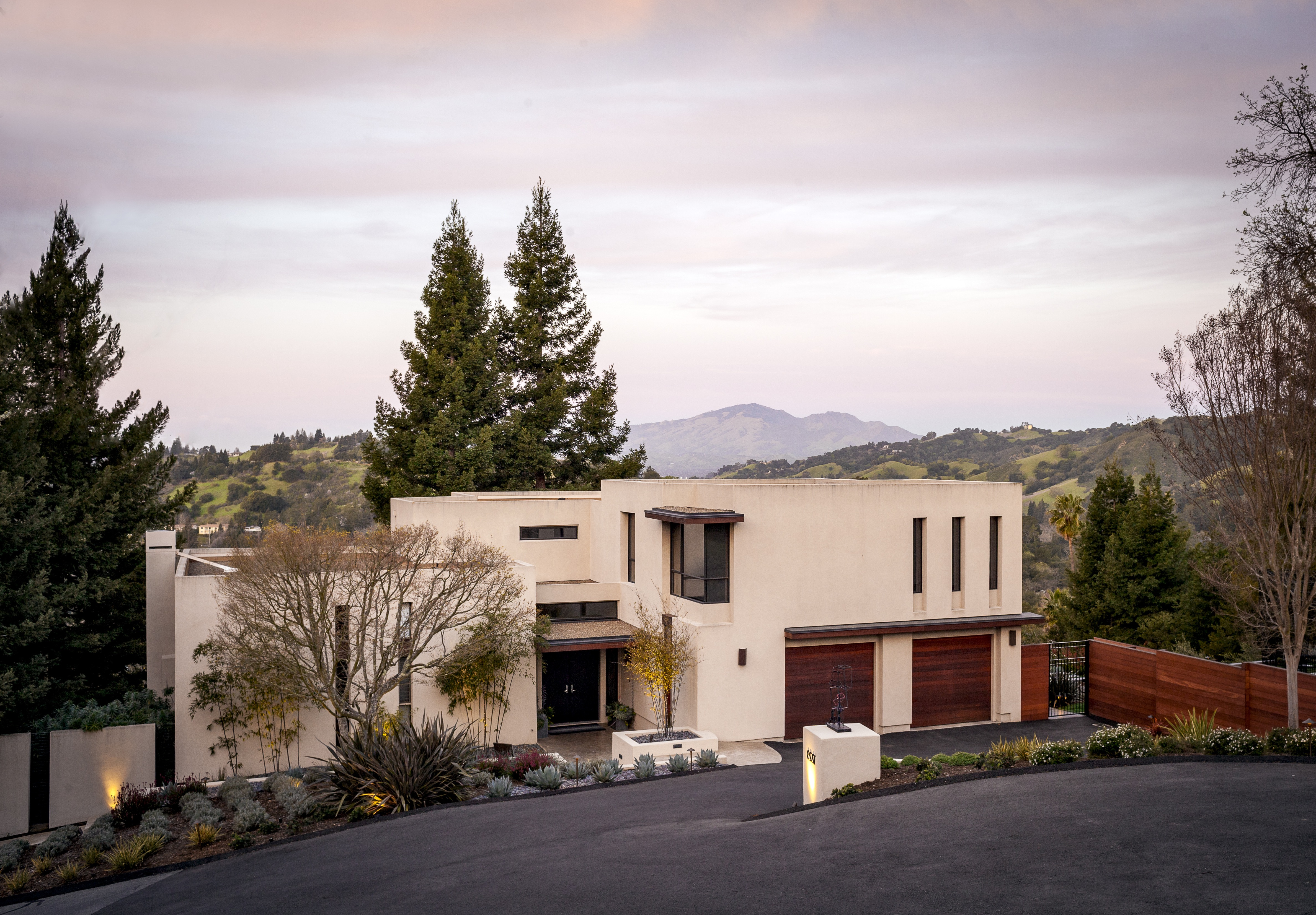 Minimalist Modern Exterior Landscape And Driveway (Image 12 of 33)