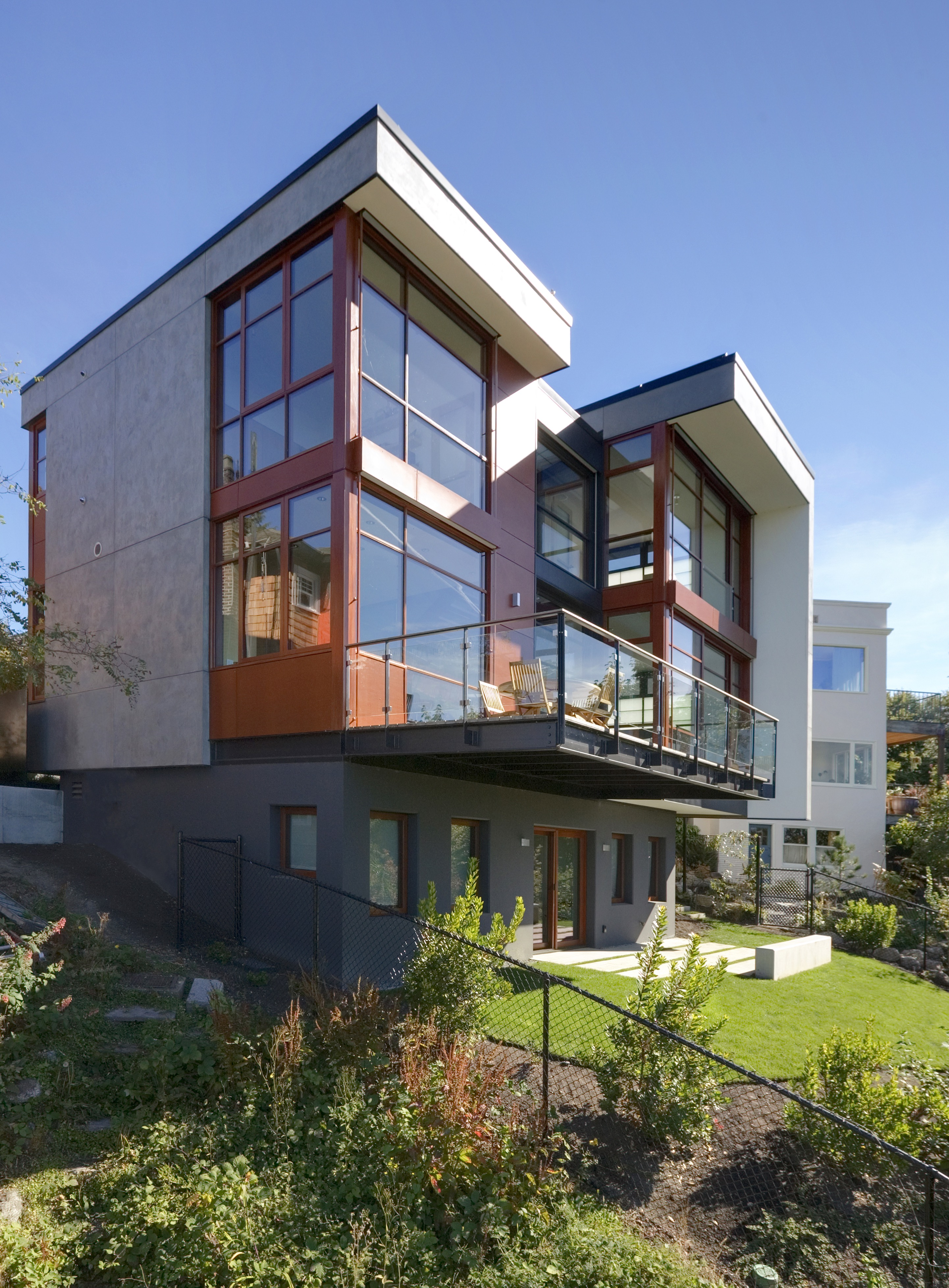 Modern Home Exterior Residence (Image 12 of 27)