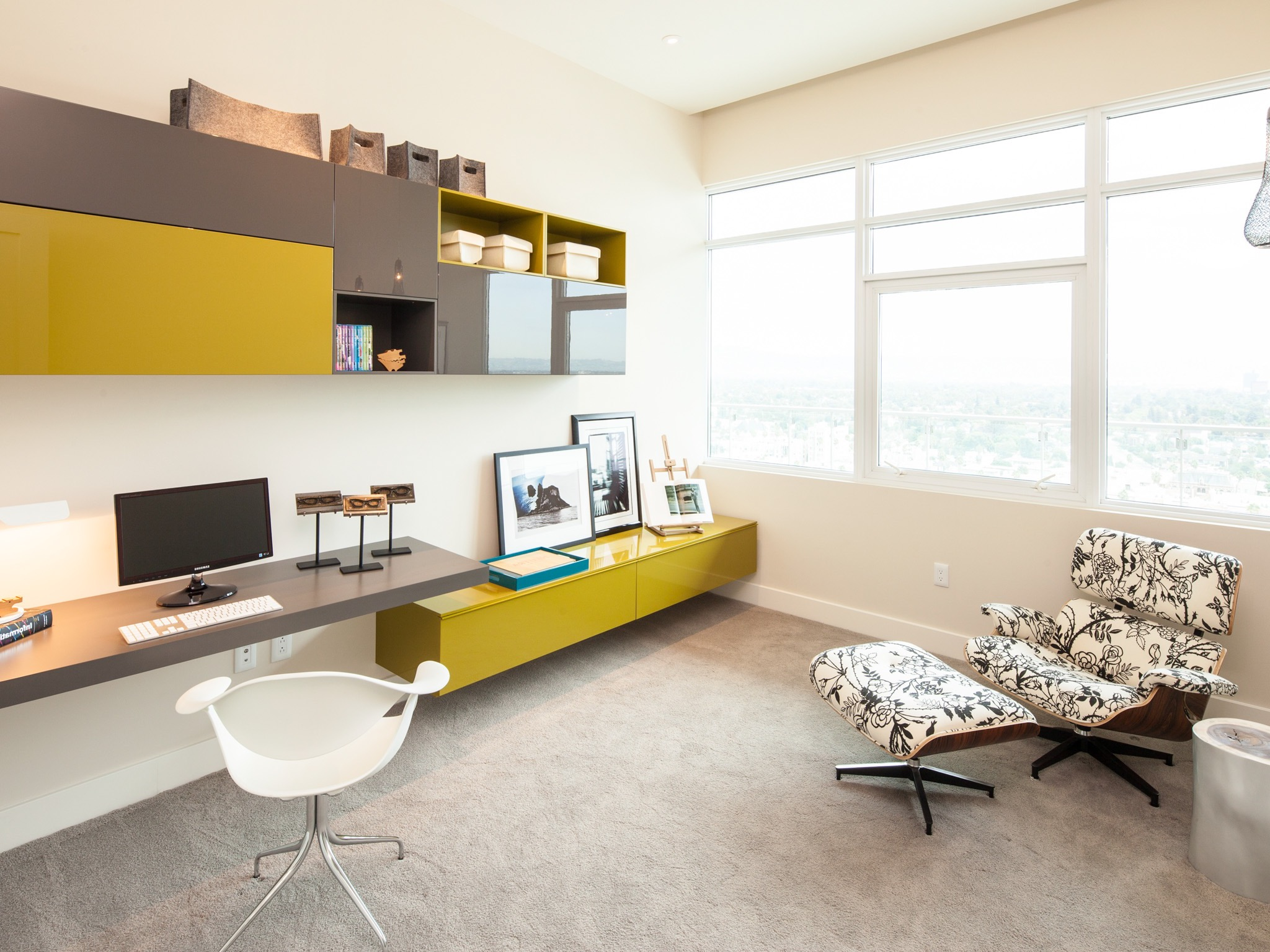 Modern Home Office For Apartment (Image 8 of 17)