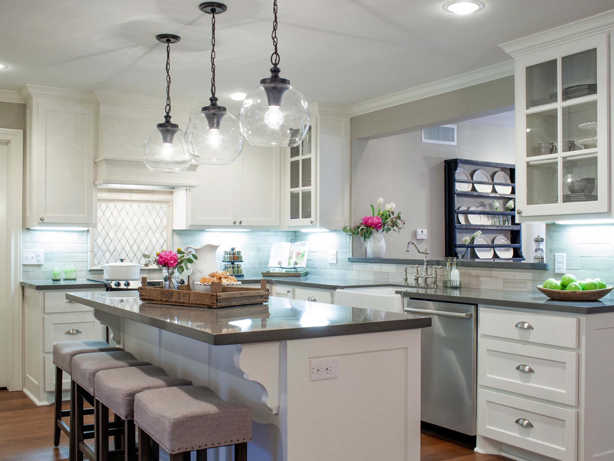 Modern Kitchen With Recessed Lighting (View 31 of 39)
