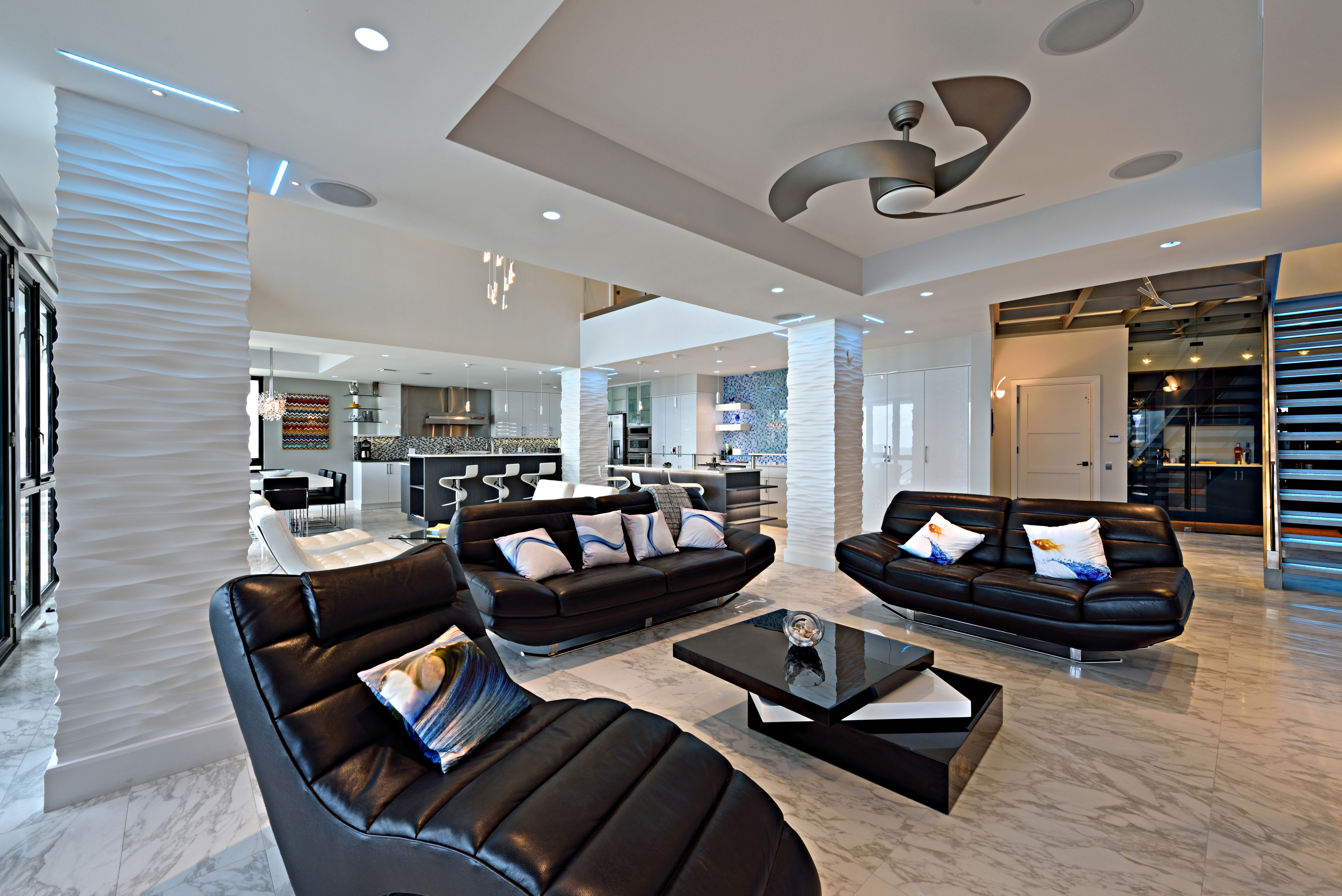 Modern Living Room Ceiling With Ceiling Fan (View 6 of 31)