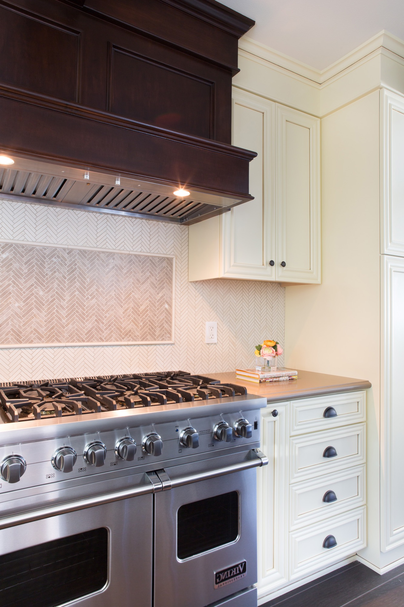 Muted Chevron Backsplash For Modern Kitchen (Image 25 of 32)