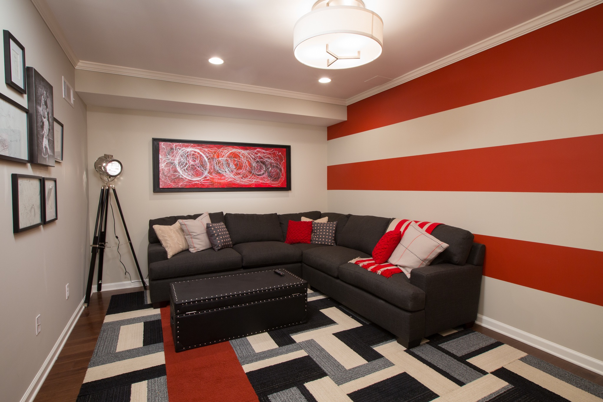 Red Striped Color Palette For Modern Living Room (Image 17 of 20)
