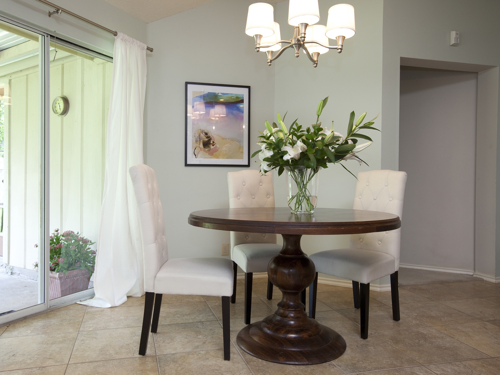Simple Dining Room Decor With Tufted Chairs (Image 28 of 32)
