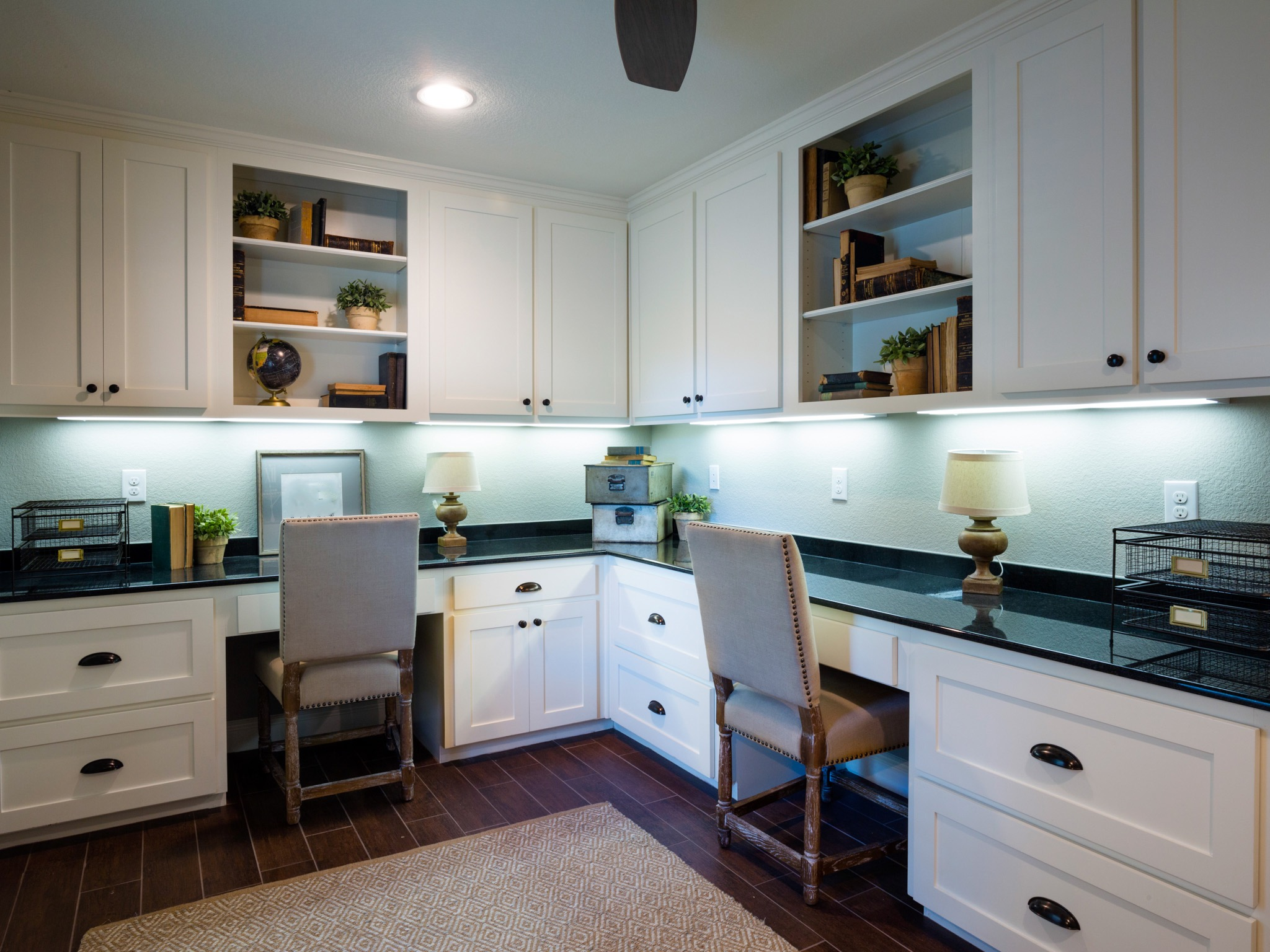 Smart Decoration For Corner Workspace With Floating Cabinets (View 41 of 50)