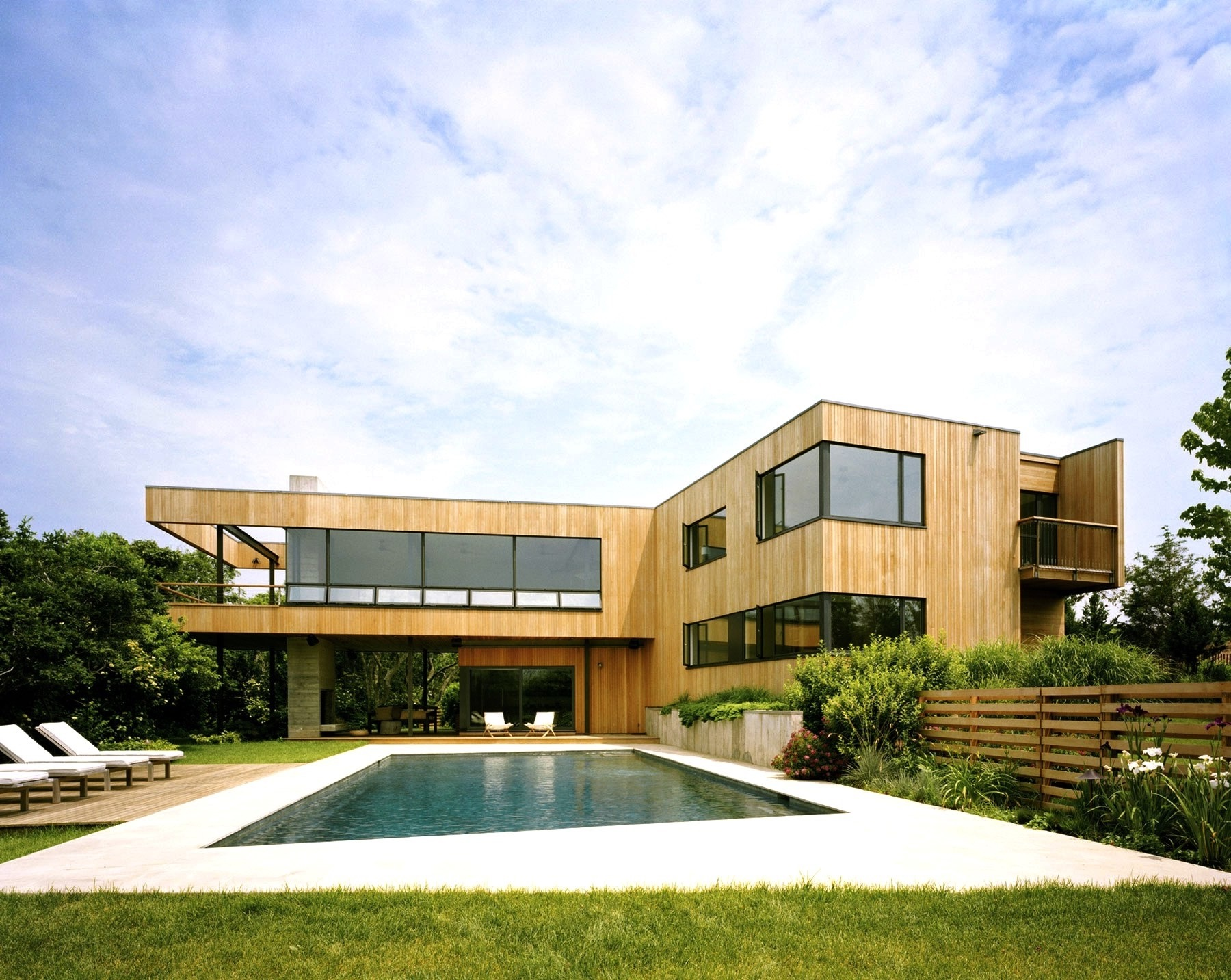 Stylish Swimming Pool For Contemporary House Exterior (Image 25 of 27)