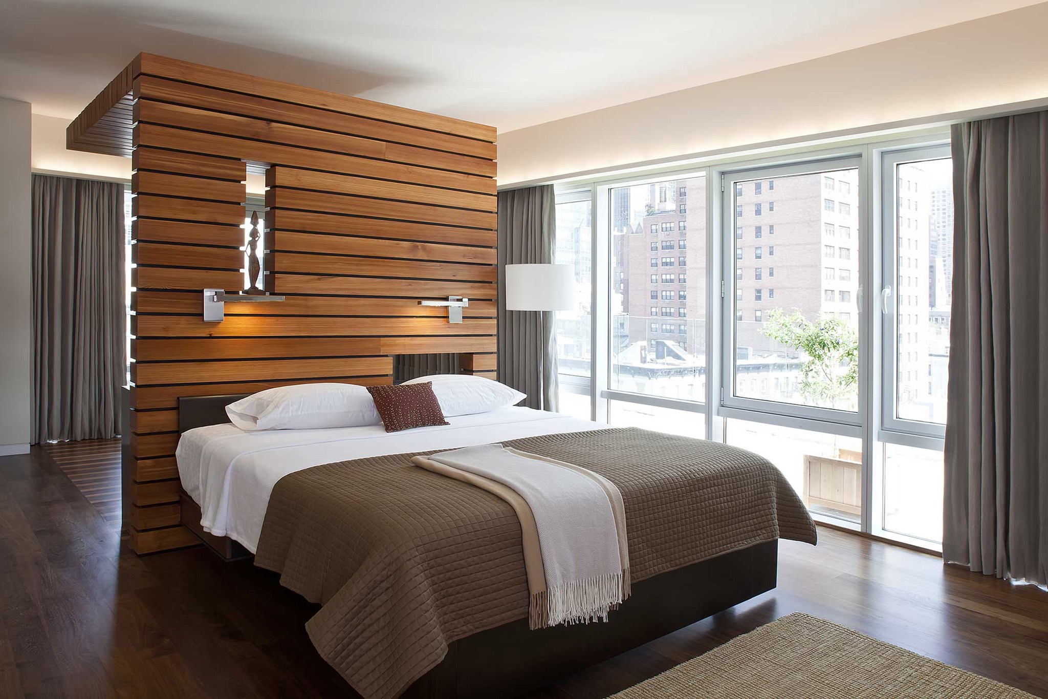 Urban Modern Apartment Bedroom With Wood Slat Partition Wall (Photo 19 of 19)
