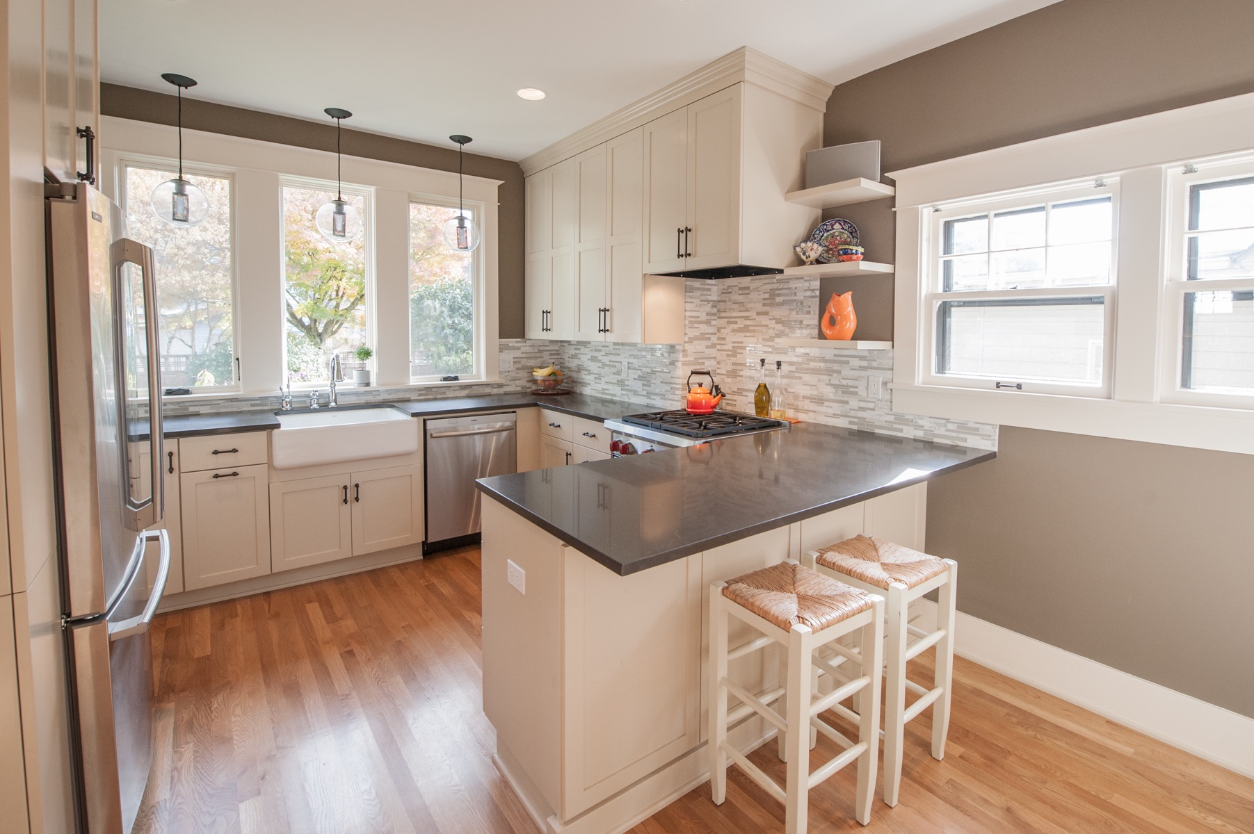Chic White Color For Minimalist Kitchen Cabinets (View 5 of 18)