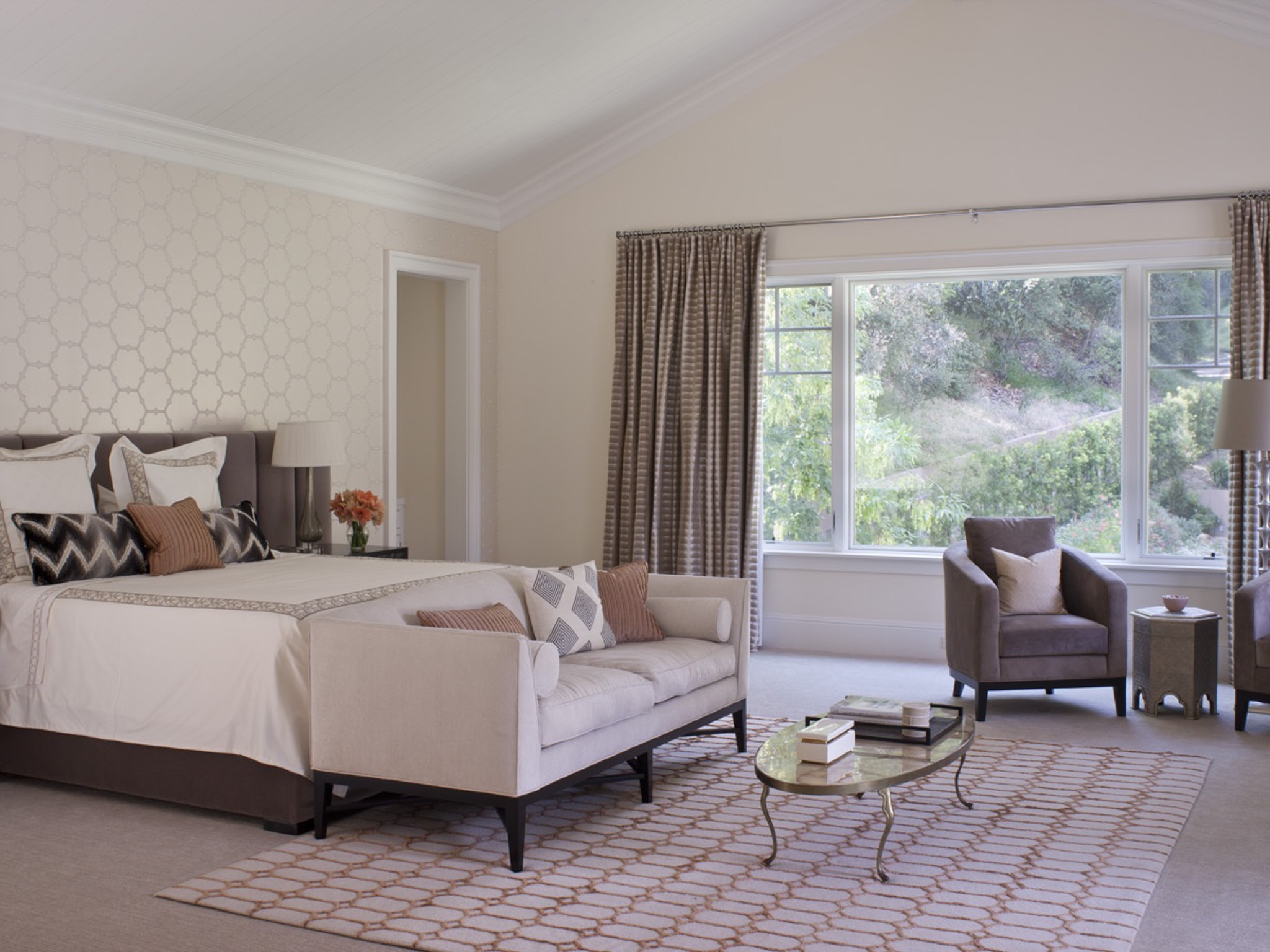 Classic Bedroom With Romantic Nuance (Photo 18 of 18)
