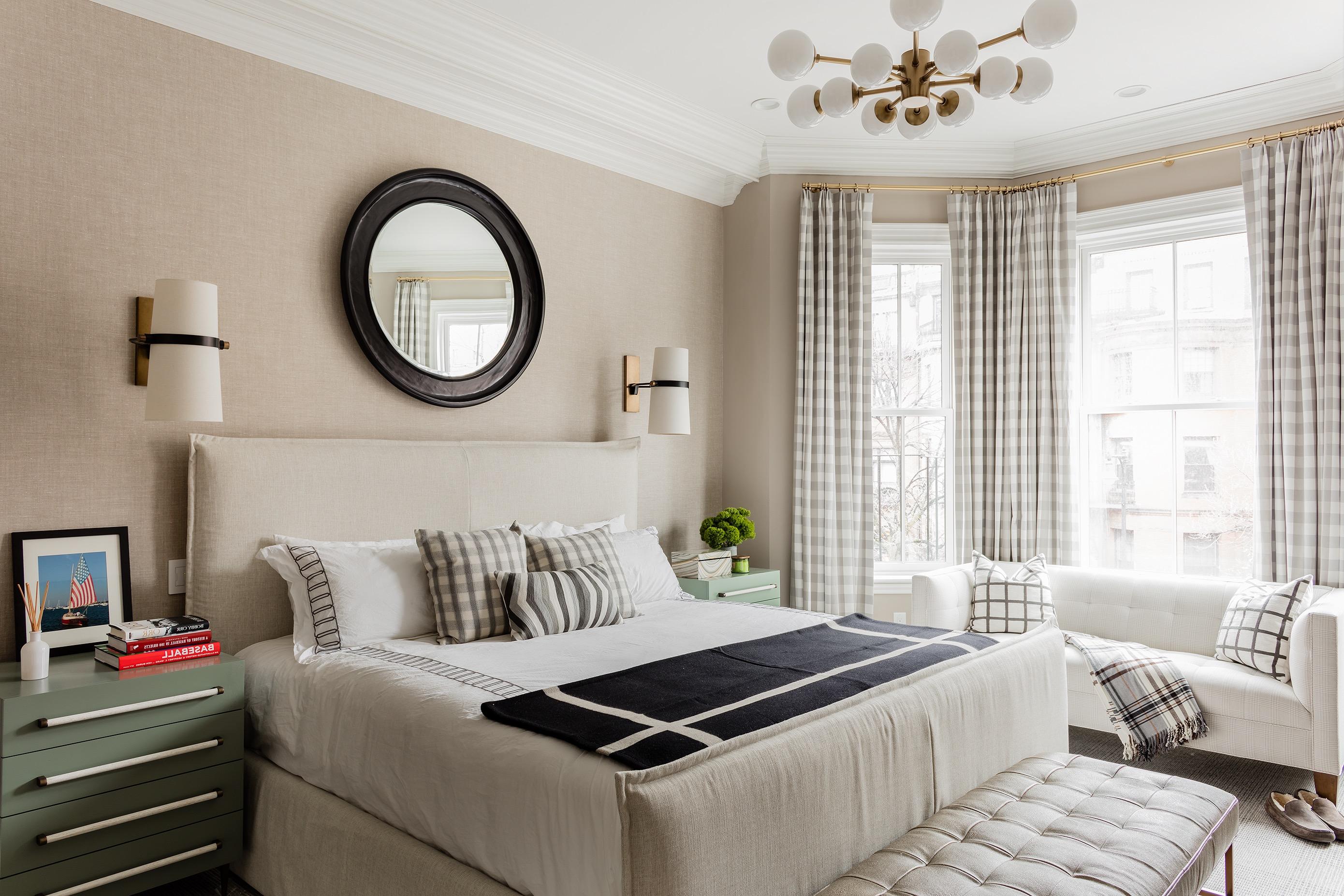 Classic Elegant Apartment Bedroom (Image 5 of 19)