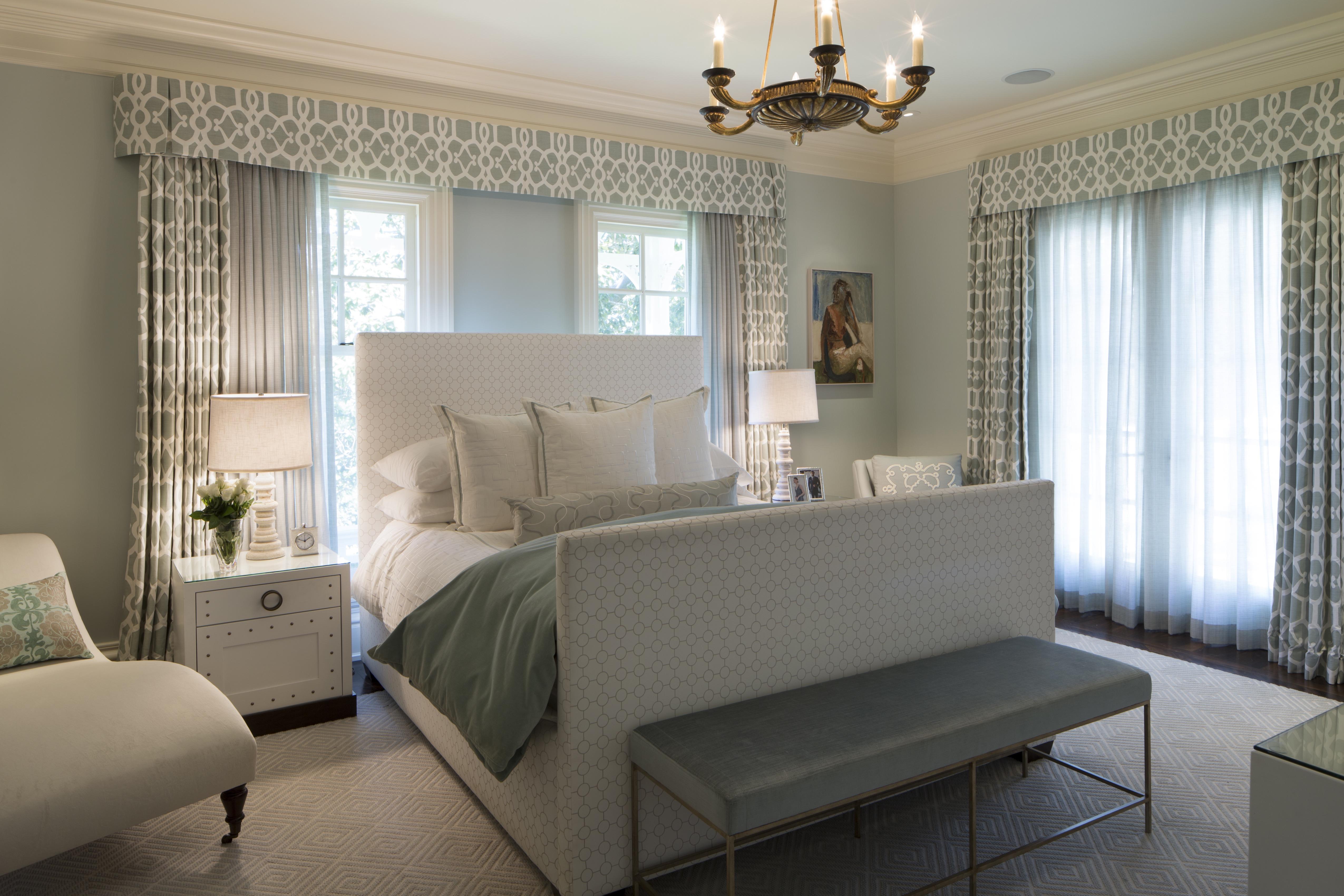 Classic Romantic Apartment Bedroom Interior (Image 7 of 19)