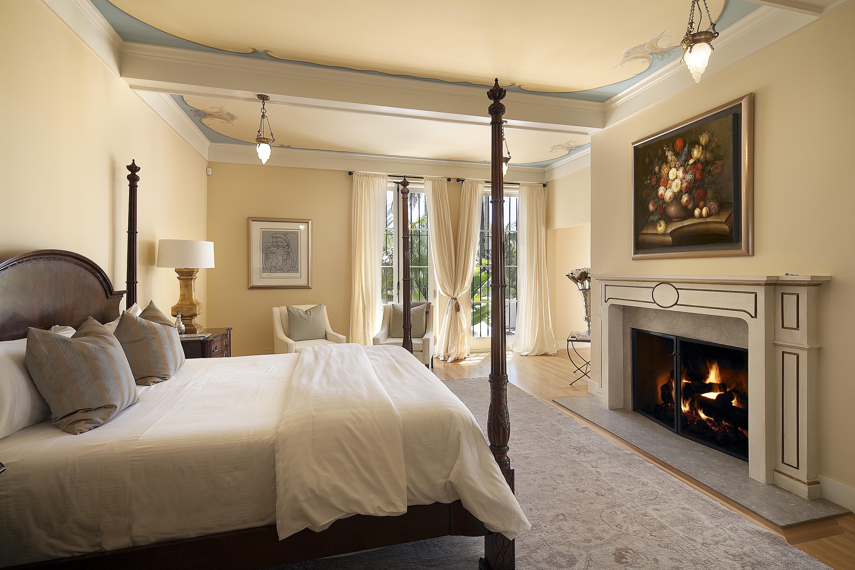 Classy Italian Bedroom Decor Style (View 7 of 12)