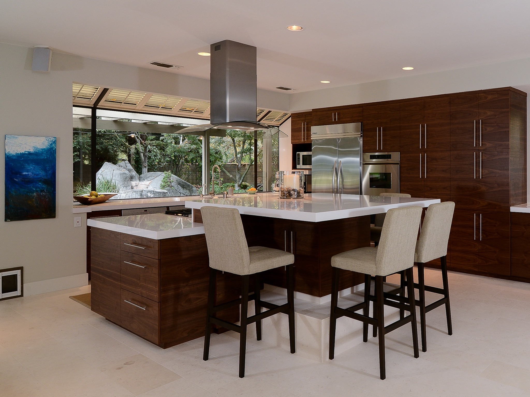 Contemporary Eat In Kitchen Interior (View 3 of 20)