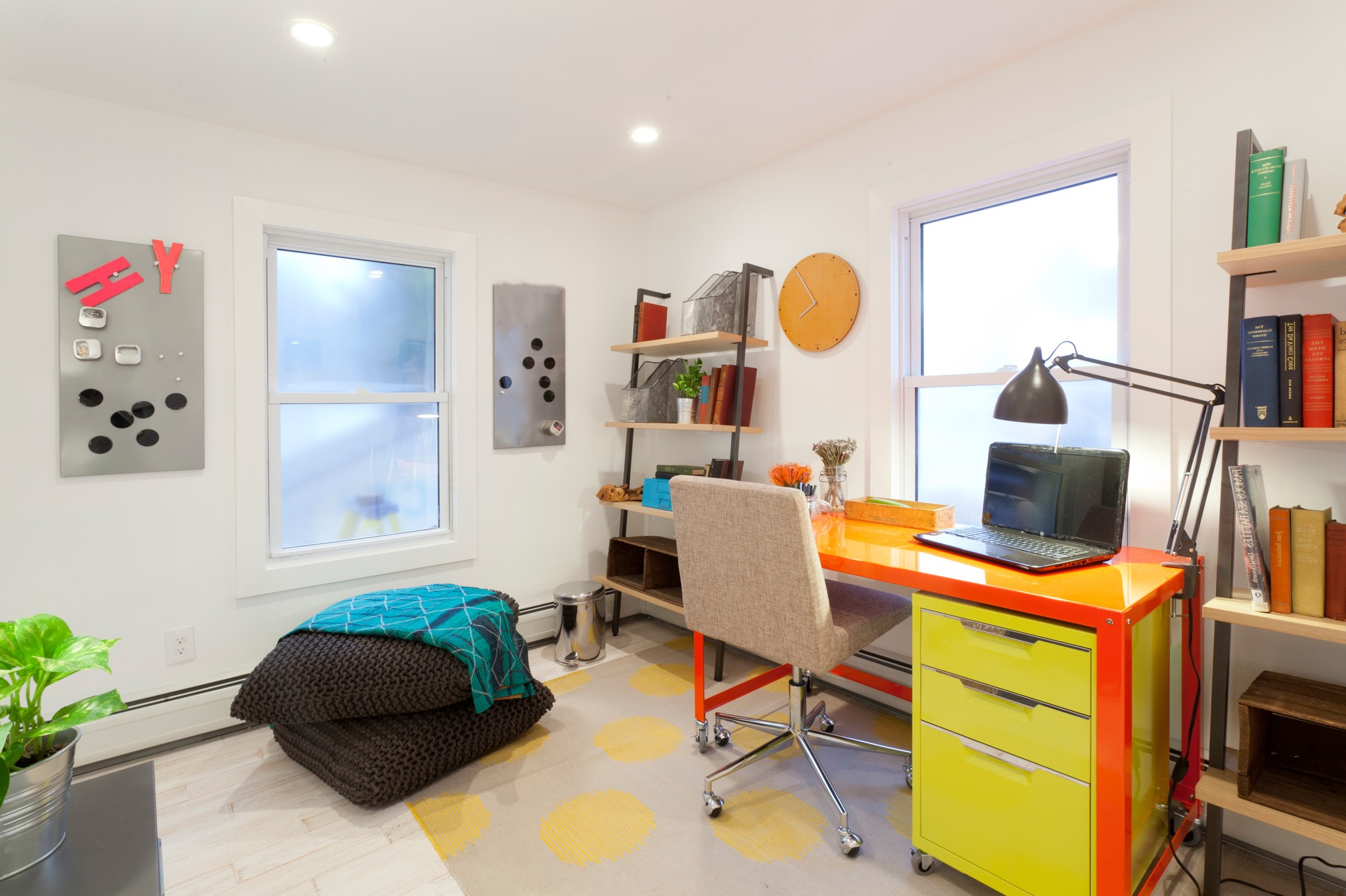 Cozy Colorful Home Office In Modern Style (Image 18 of 50)