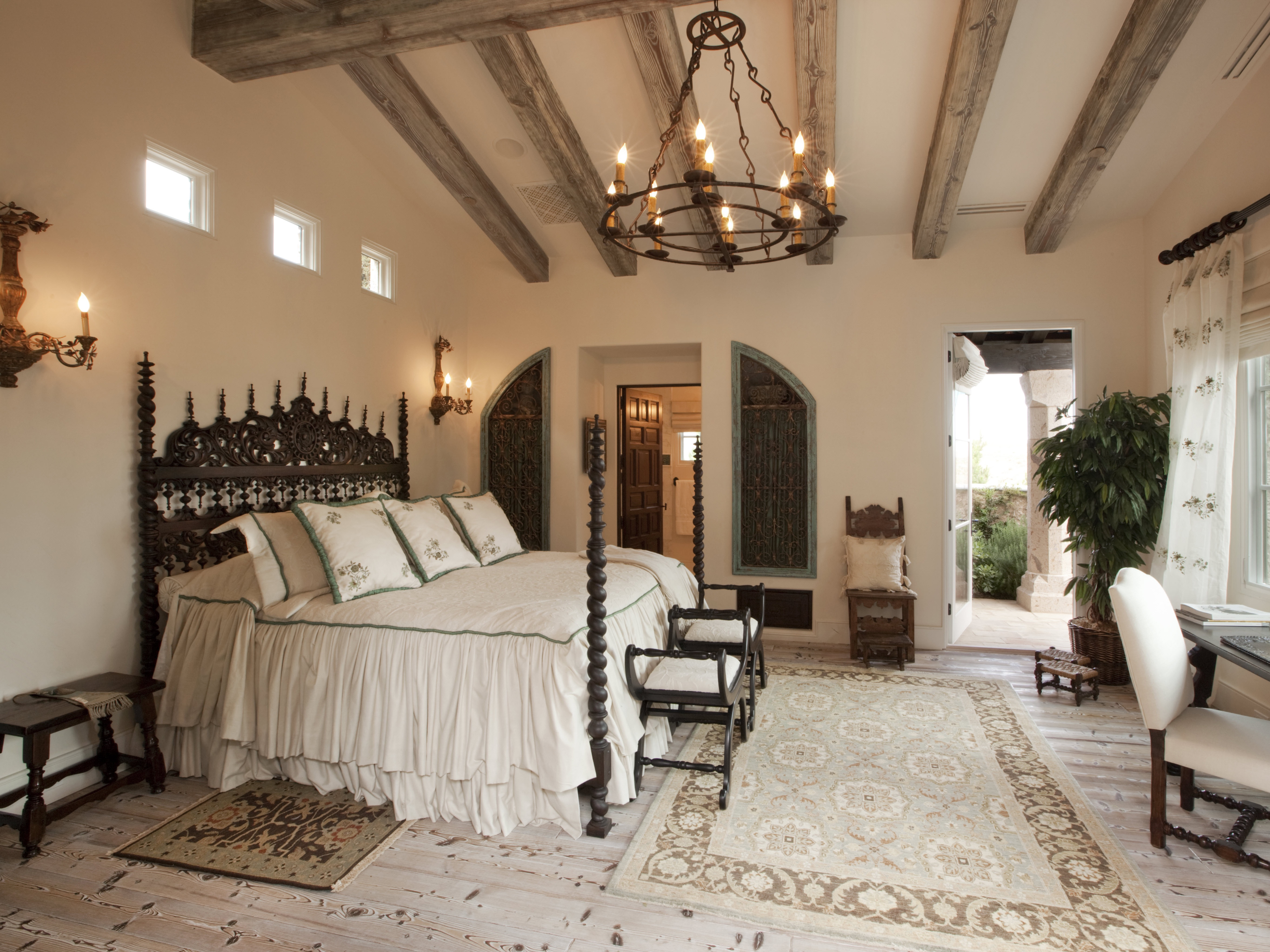 Elegance Indian Bedroom Interior With Ancient Chandelier Lighting (View 17 of 30)