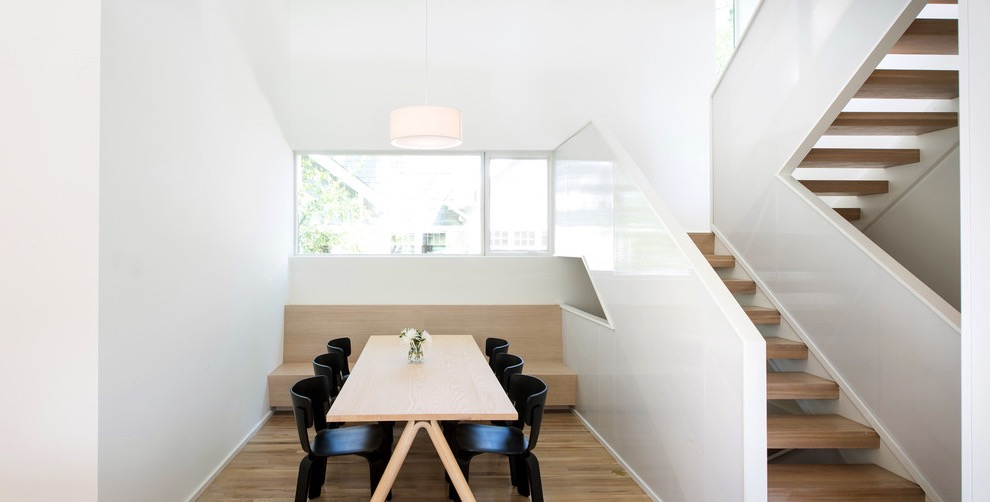Minimalist Modern Dining Room With Flat Table And Chairs (Image 11 of 30)