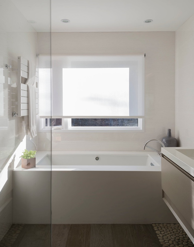 Minimalist Small Bathroom Makeover (Image 5 of 17)