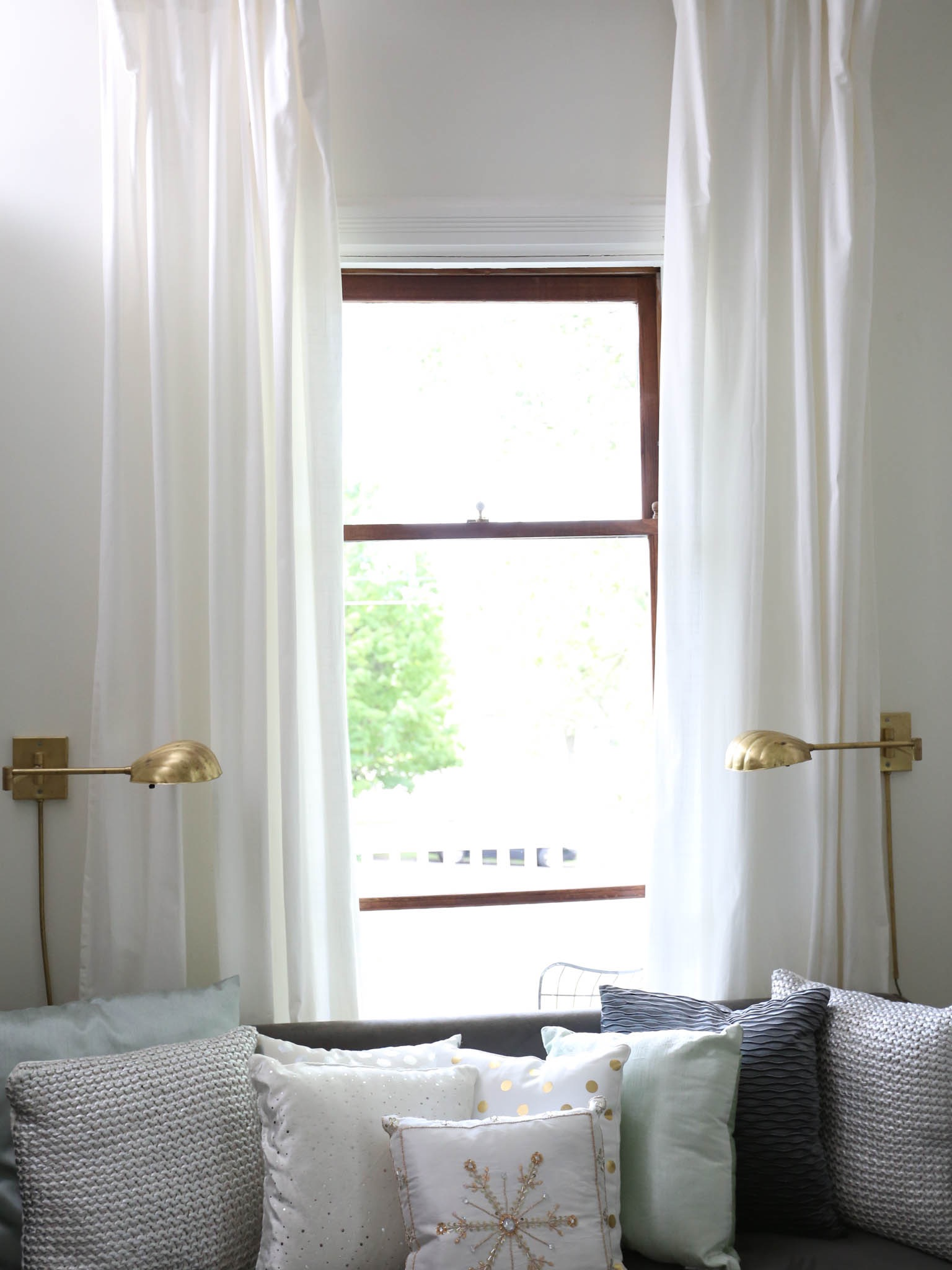 Minimalist White Curtains (Image 21 of 35)