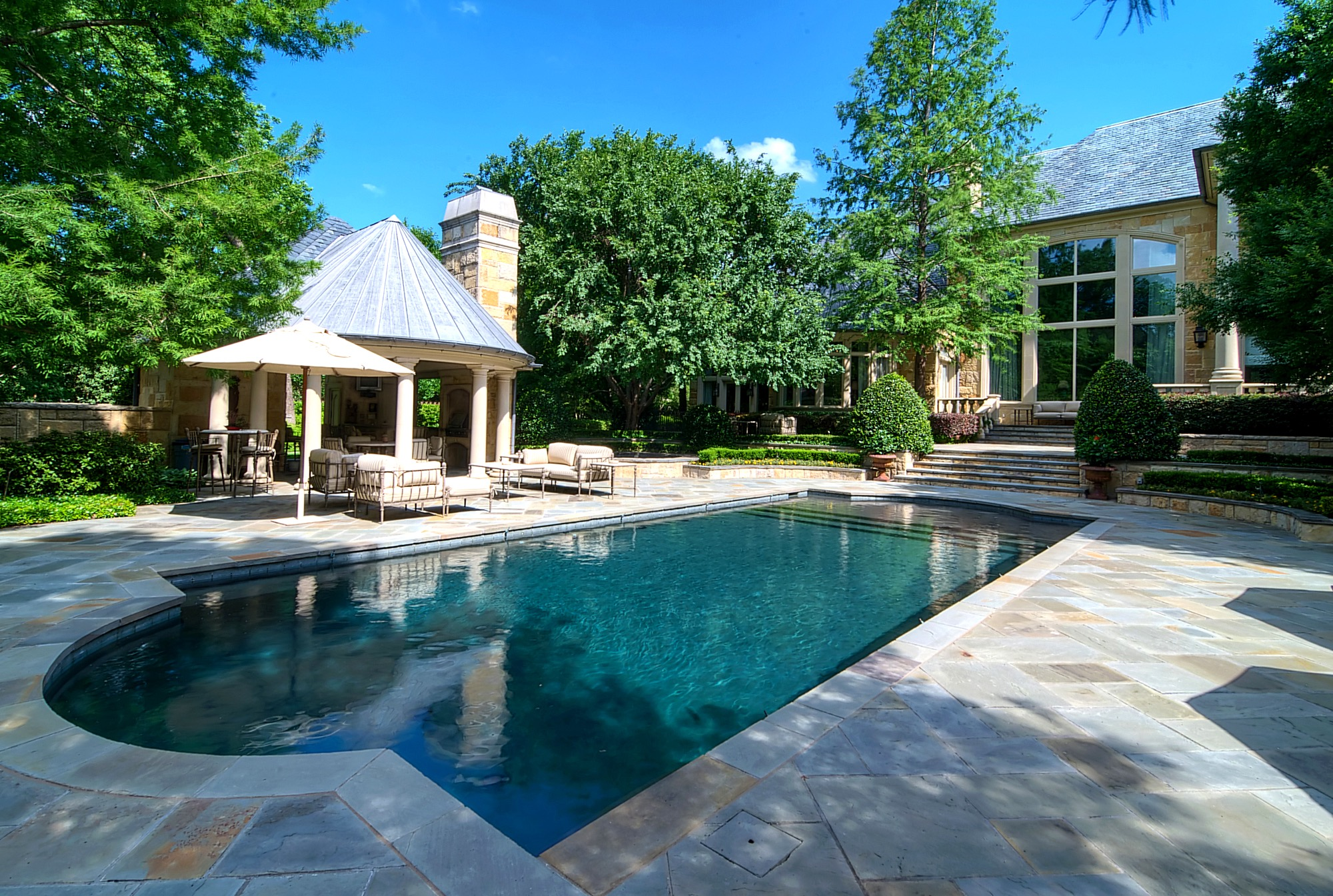 Modern Backyard And Swimming Pool Landscape (Image 17 of 30)