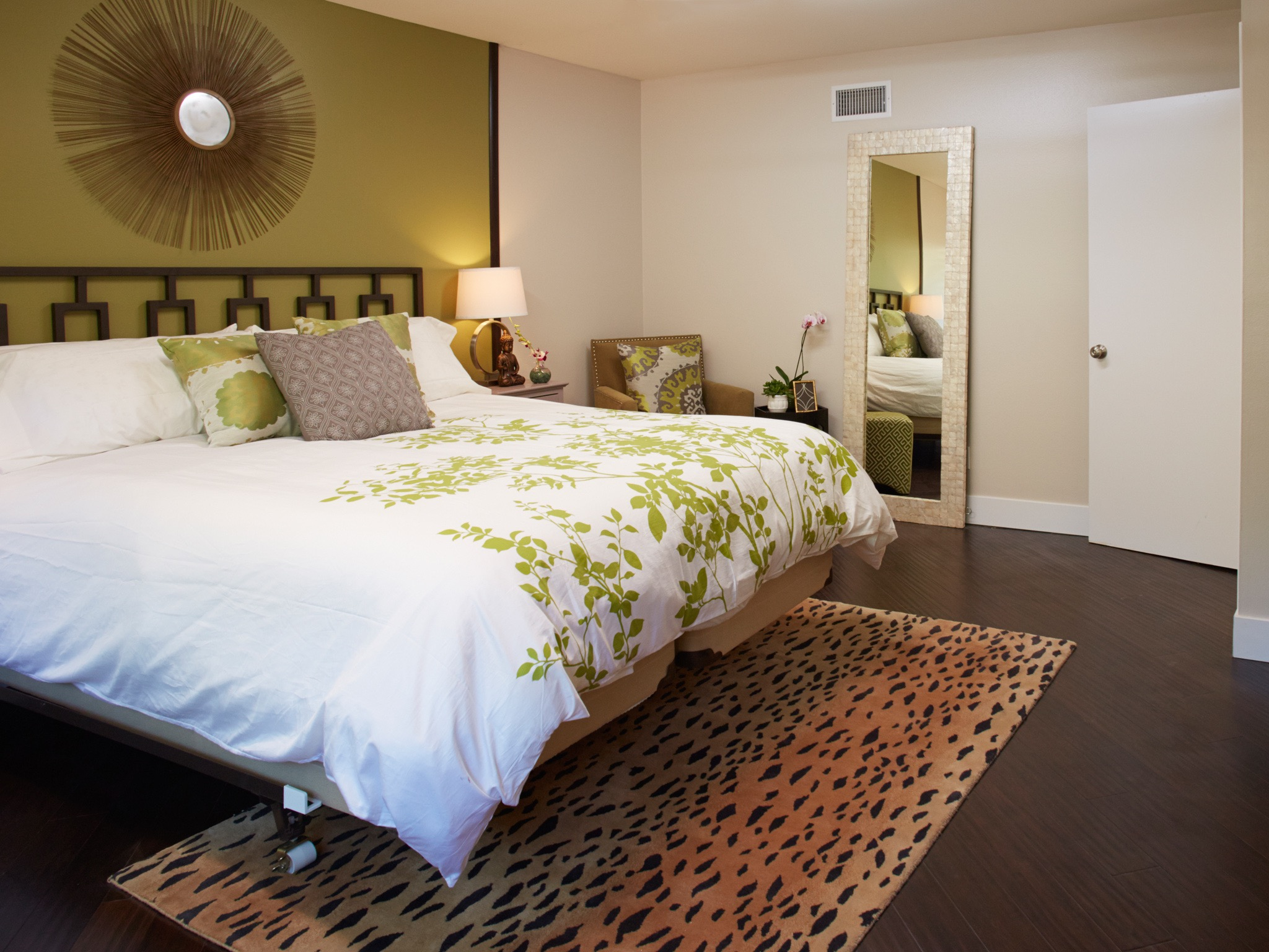 Modern Bedroom With Bamboo Floor (Image 14 of 20)