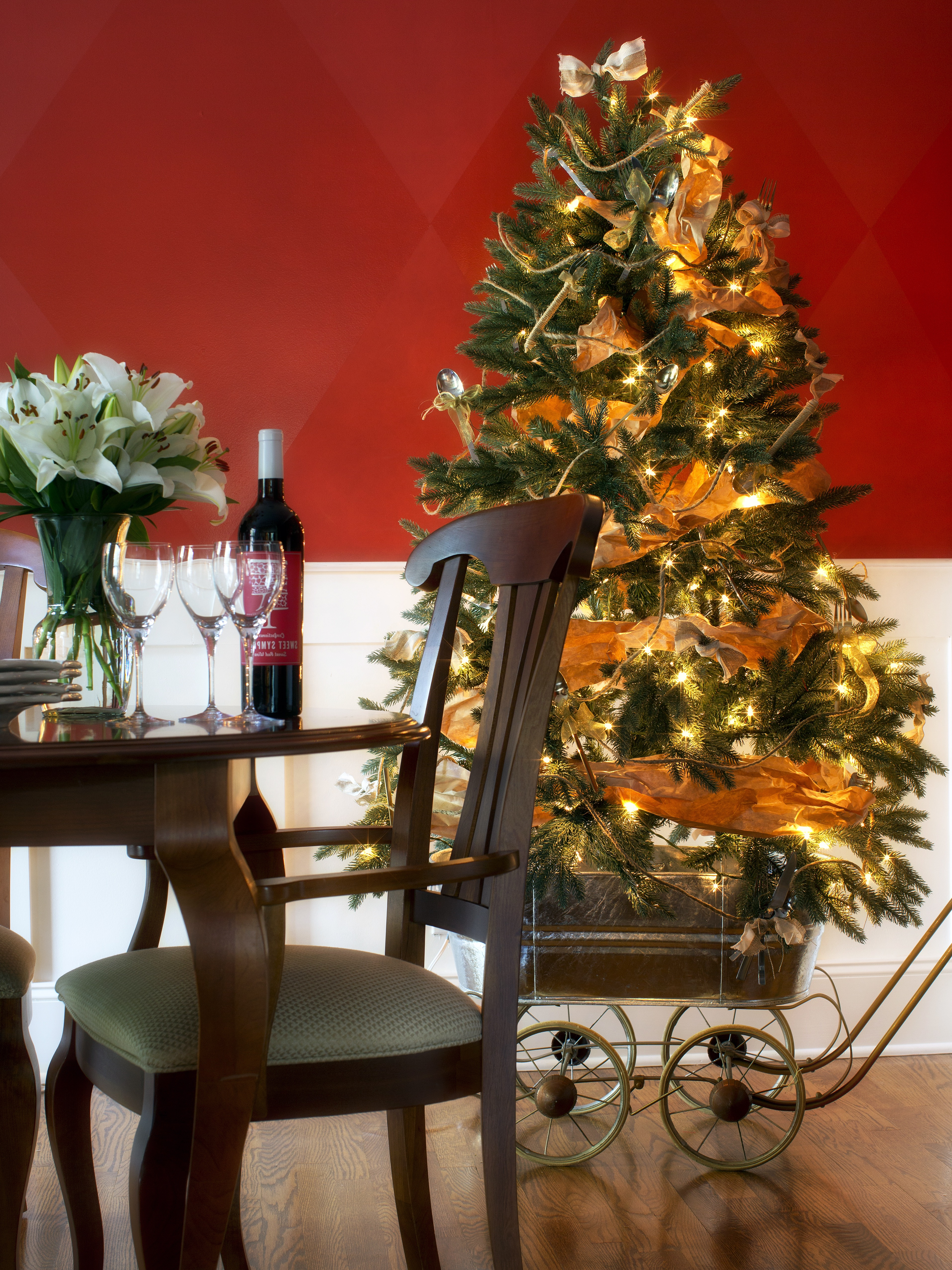 Modern Dining Room Christmas Decoration (Image 23 of 32)