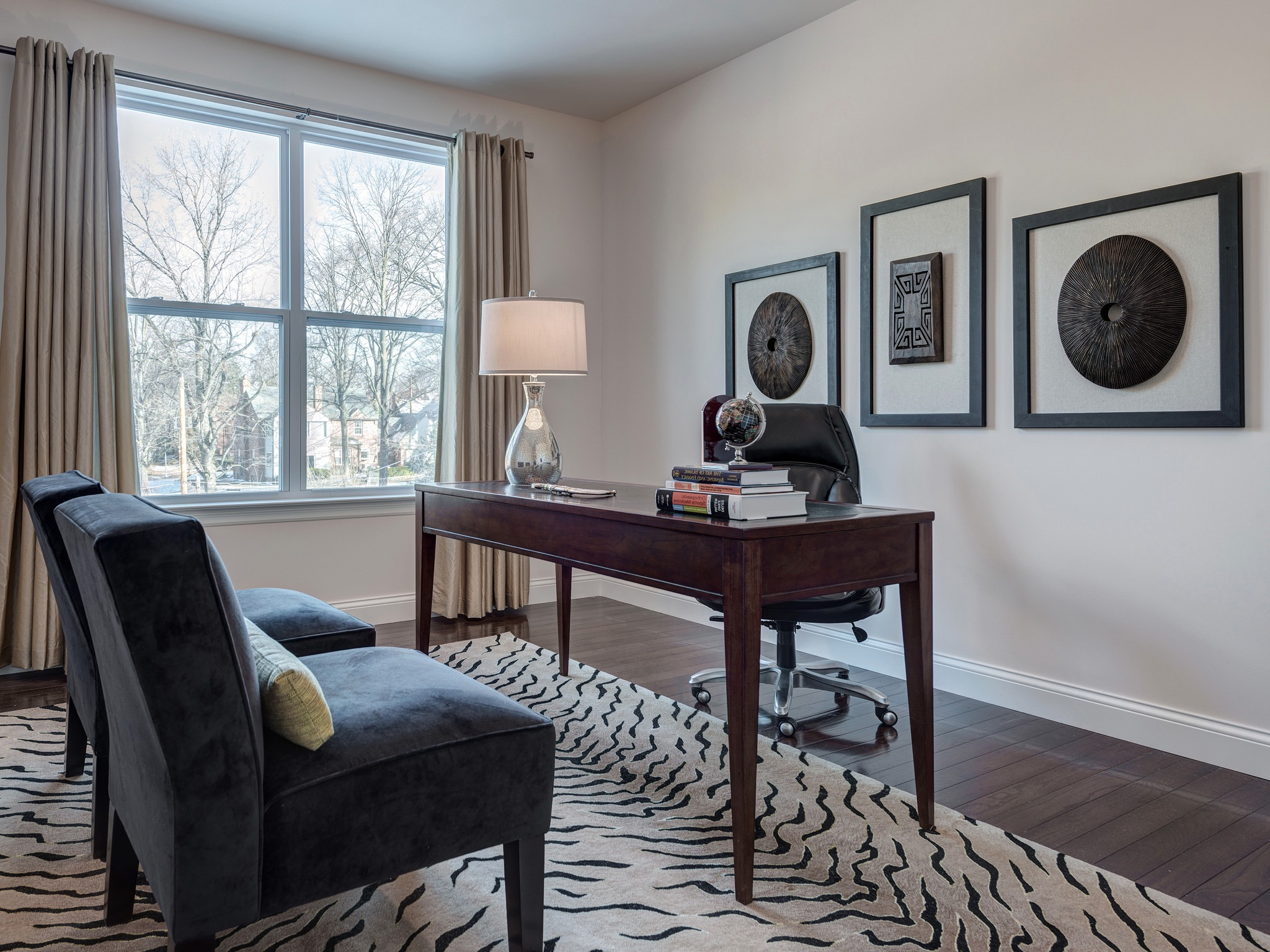 Modern Home Office Decoration With Modern Chairs And Wooden Table (View 28 of 50)