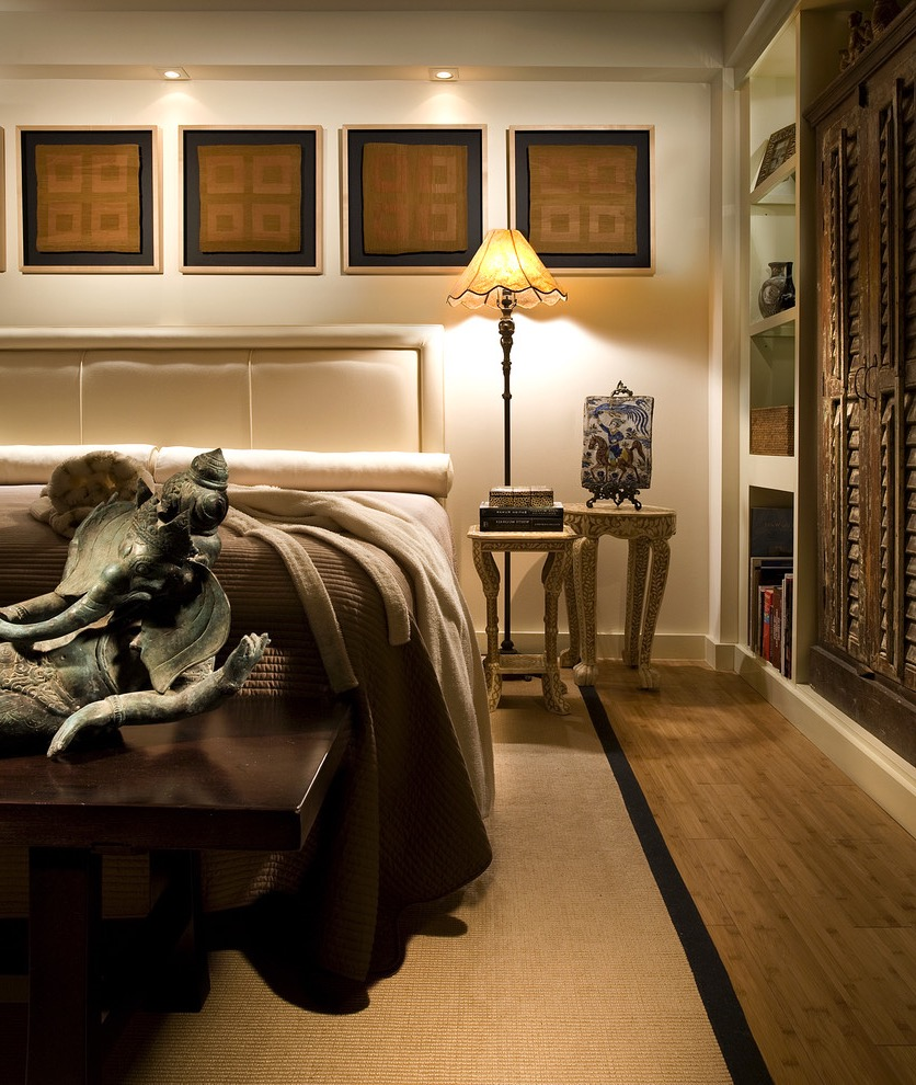 Modern Indian Bedroom Decor With Sculptures (View 21 of 30)