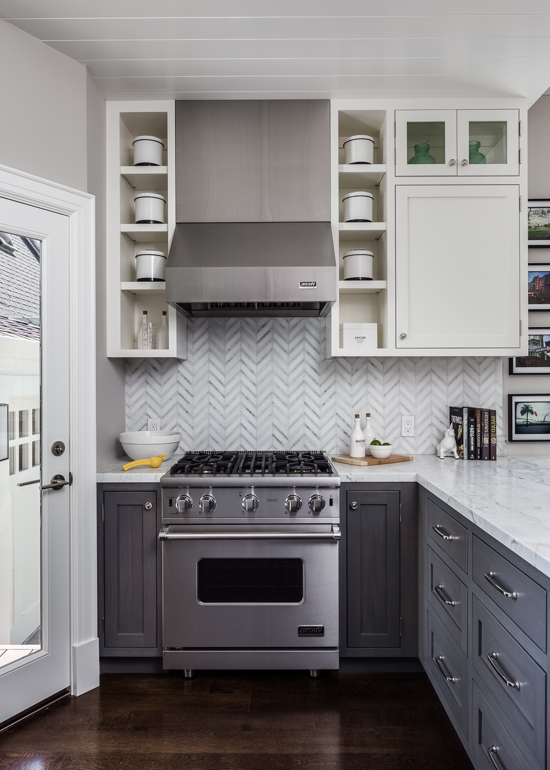 Small Corner Kitchen In Modern Design (Image 9 of 24)