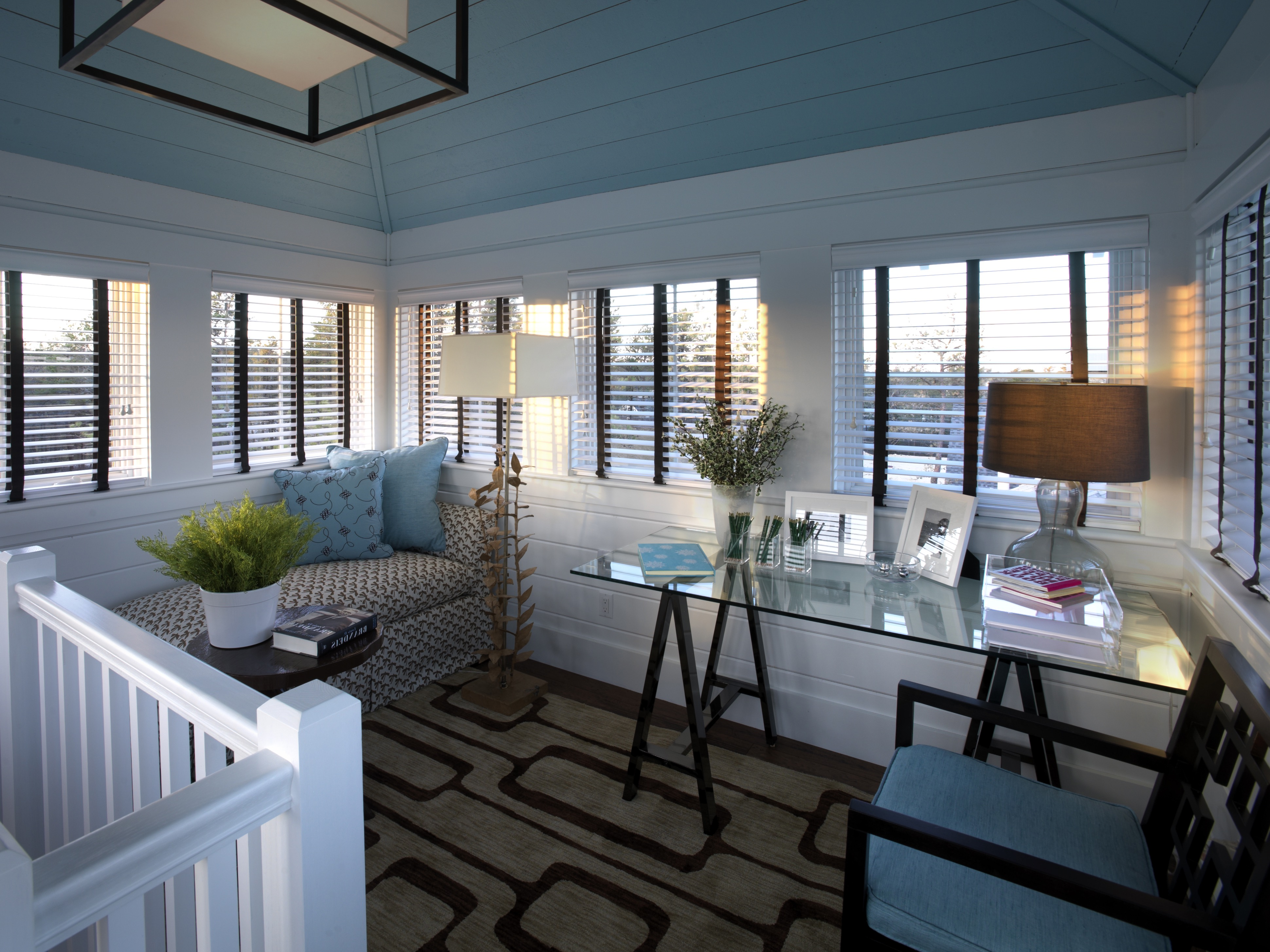 Smart Decor For Modern Home Workplace In Small Space (View 45 of 50)