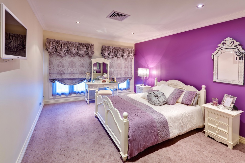 Stunning Victorian Bedroom Decor In Purple Color (View 6 of 30)