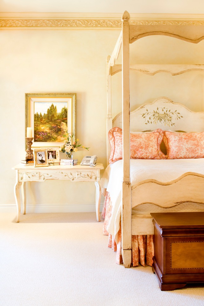 Tuscan Victorian Bedroom Interior (View 7 of 30)