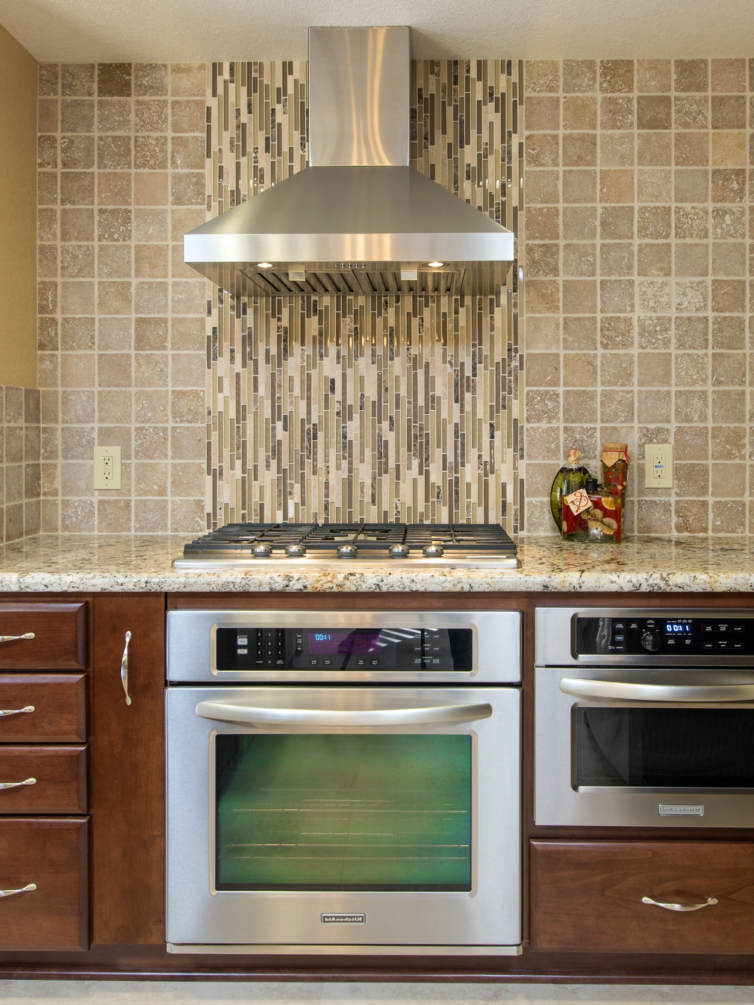 Vertical Tile Backsplash (Image 30 of 32)