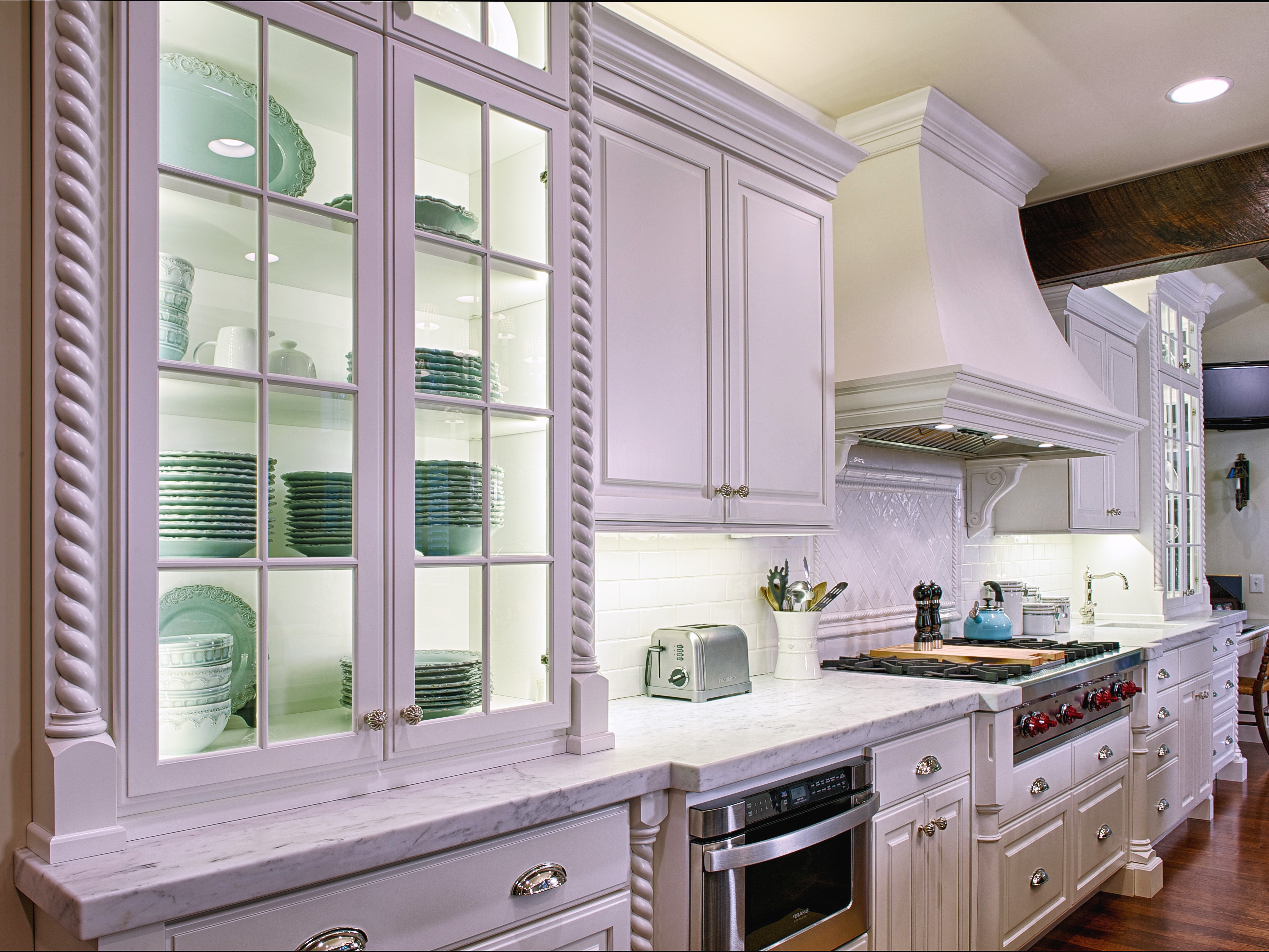 White Color For Wooden Classic Kitchen Cabinets (Image 15 of 18)