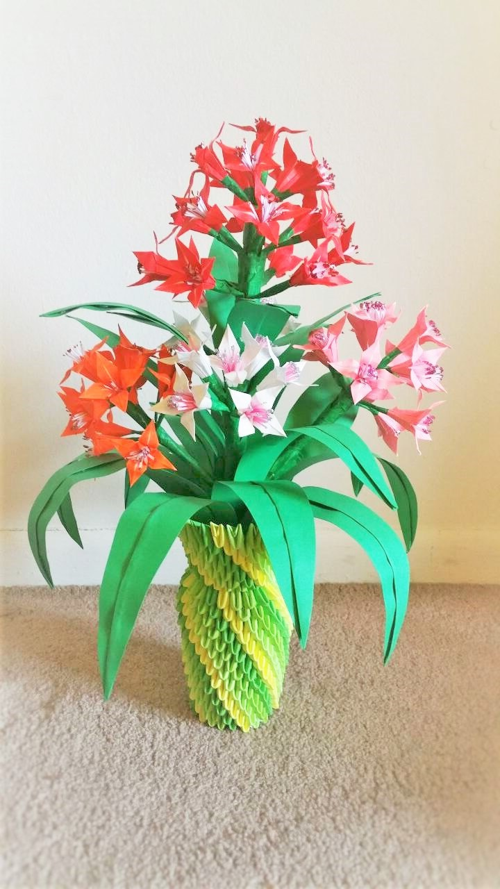 3d Pink And Green Origami Flower Vase Centerpiece For Wedding (Image 1 of 15)