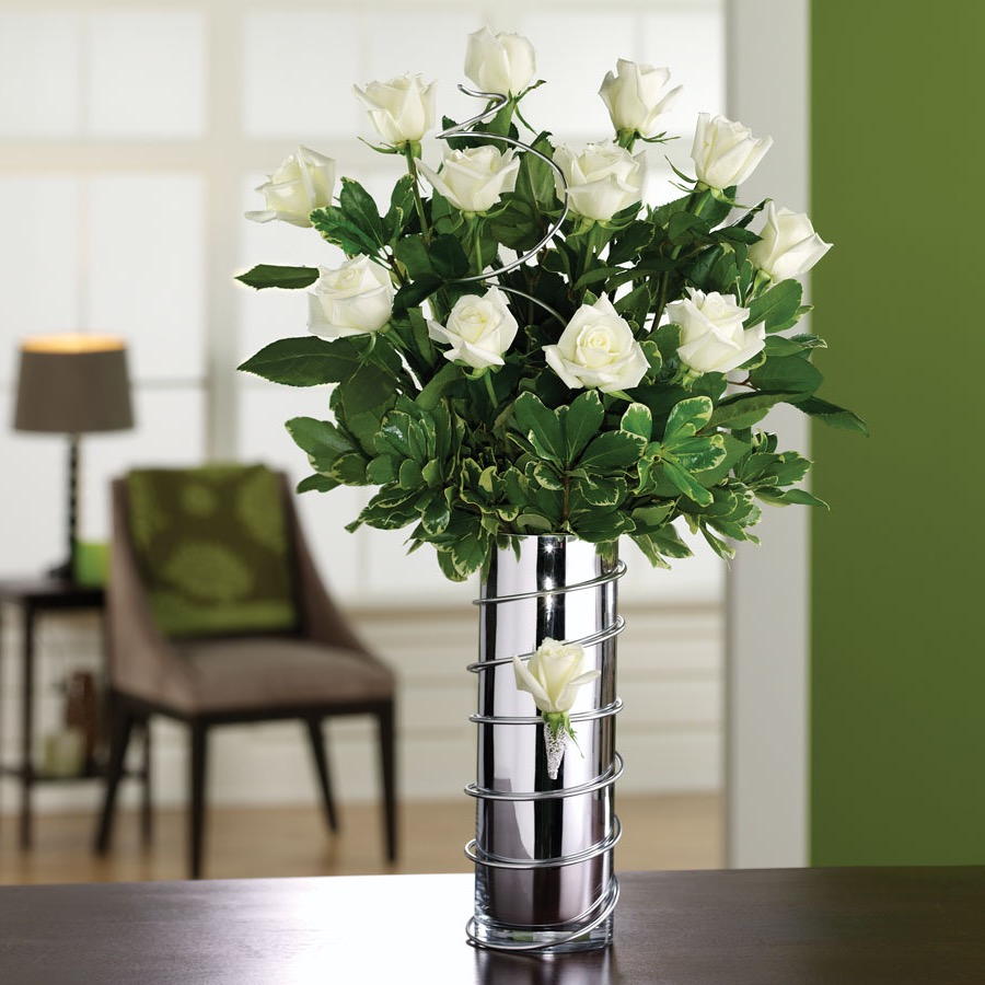 Metallic Vase With Green Flowers Centerpiece (Image 7 of 15)