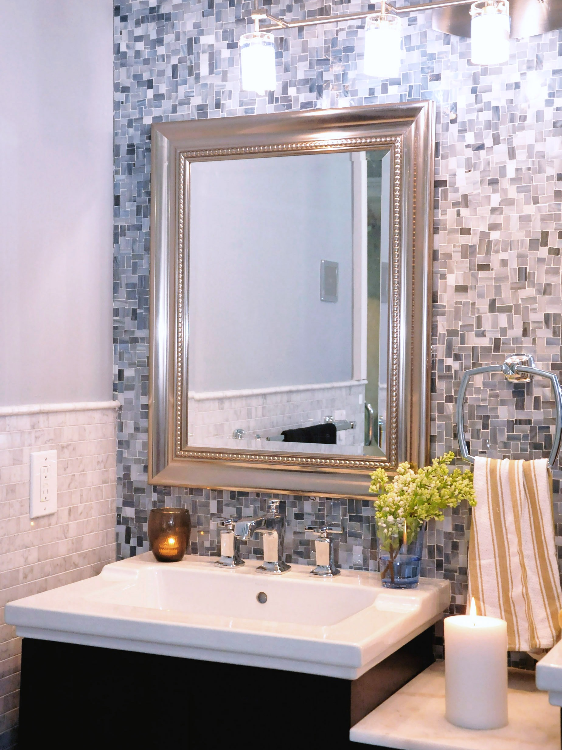 Modern Gray Mosaic Tile Wall For Traditional Bathroom (View 11 of 21)