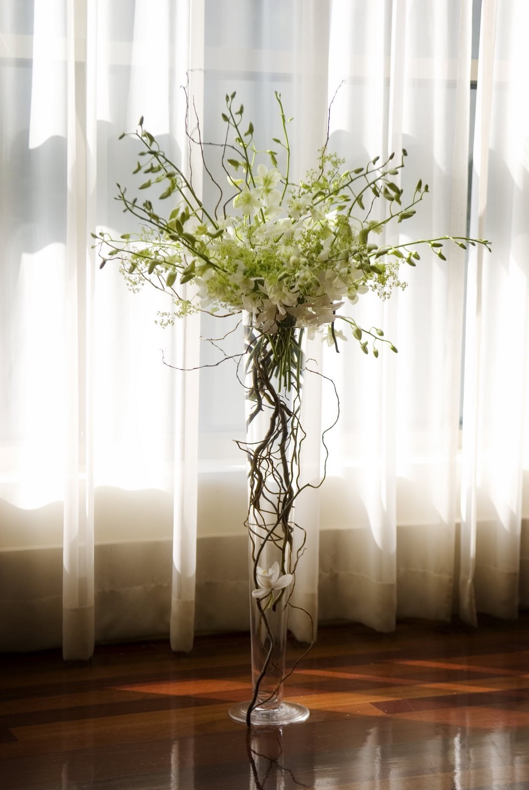 Tall Trumpet Glass Vase Centerpiece And Flower Arrangements For Wedding (View 12 of 30)