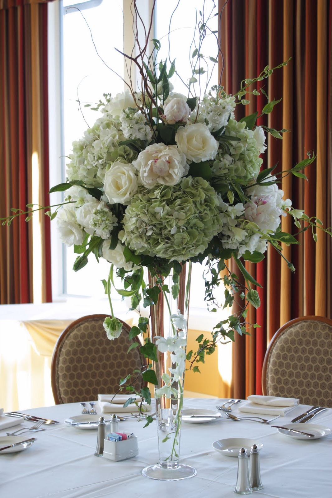 Beauty Tall White Hydrangea And Rose Wedding Centerpieces (Image 4 of 30)