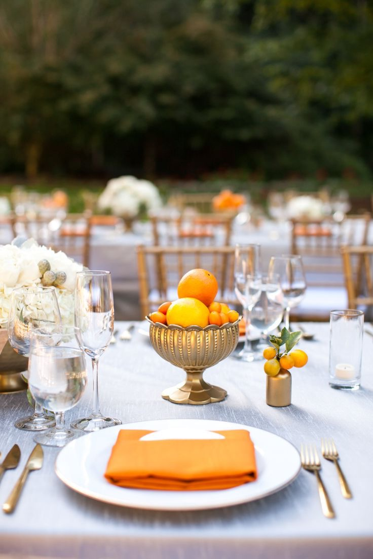 Cheap Orange Fruits Summer Wedding Centerpiece (Image 1 of 20)