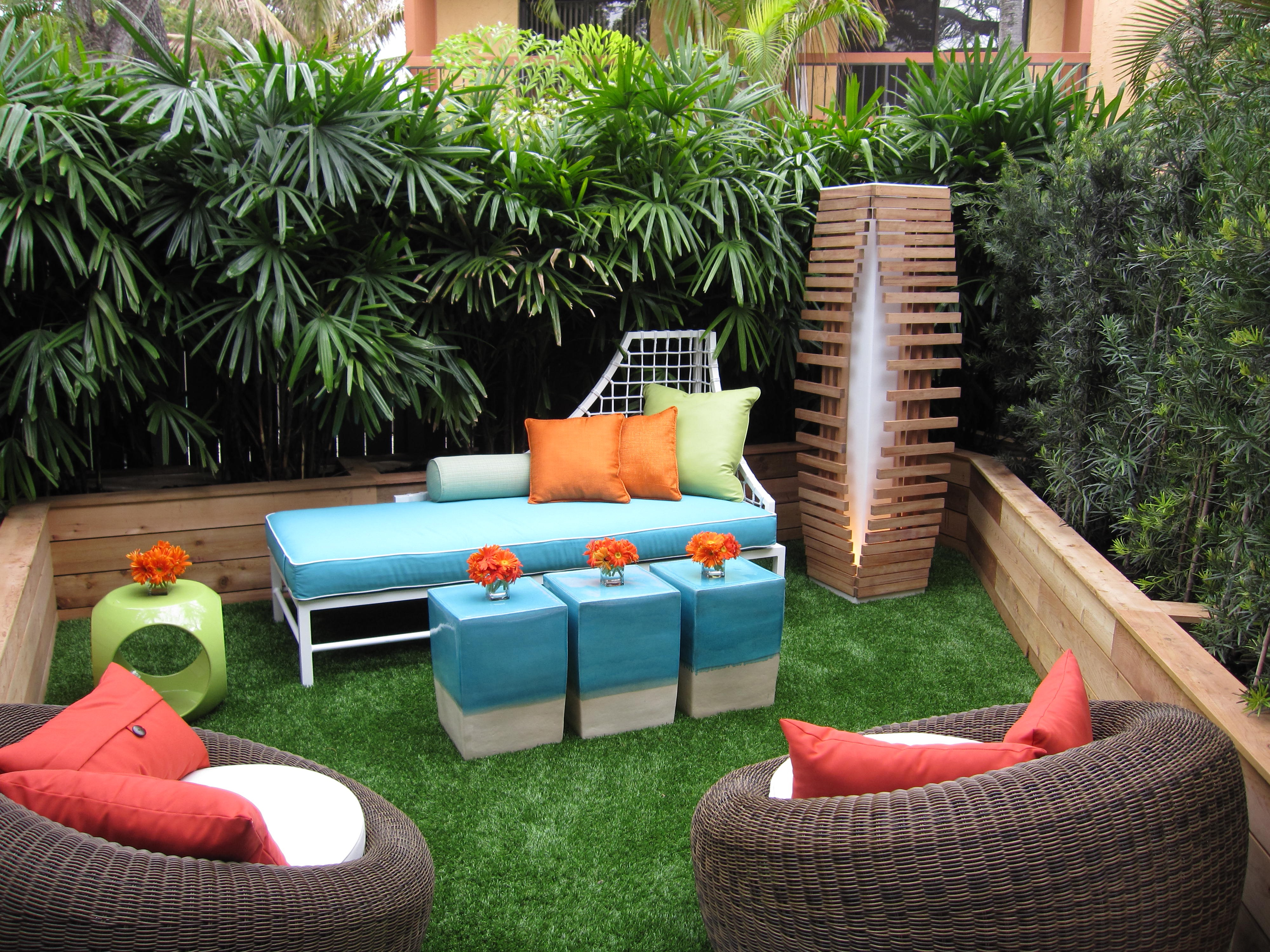 Contemporary Minimalist Furniture For Backyard Garden Lounge Area (Image 3 of 15)