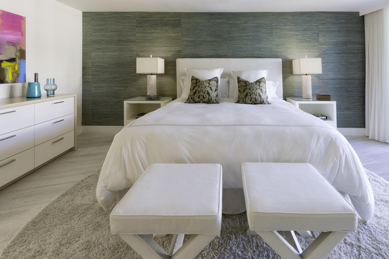 Cozy Modern Hotel Like Bedroom (View 25 of 25)